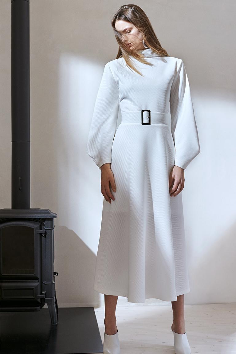 Rückansicht von Ana Alcazar Maxirock Darlobery  angezogen an Model