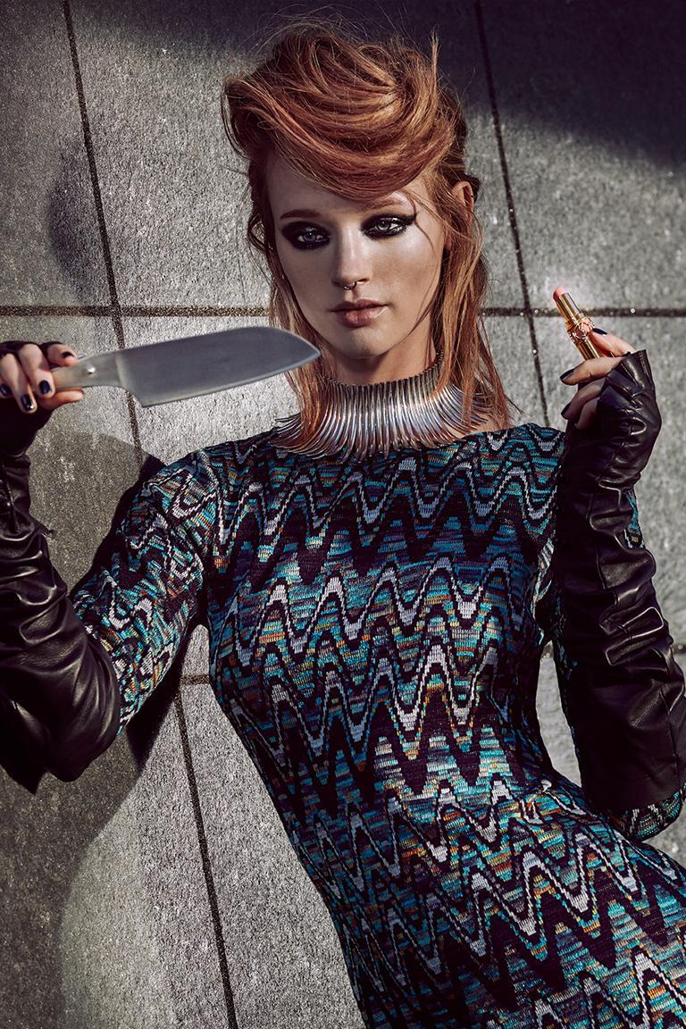 Rückansicht von Ana Alcazar Langes Strickkleid Doranges  angezogen an Model