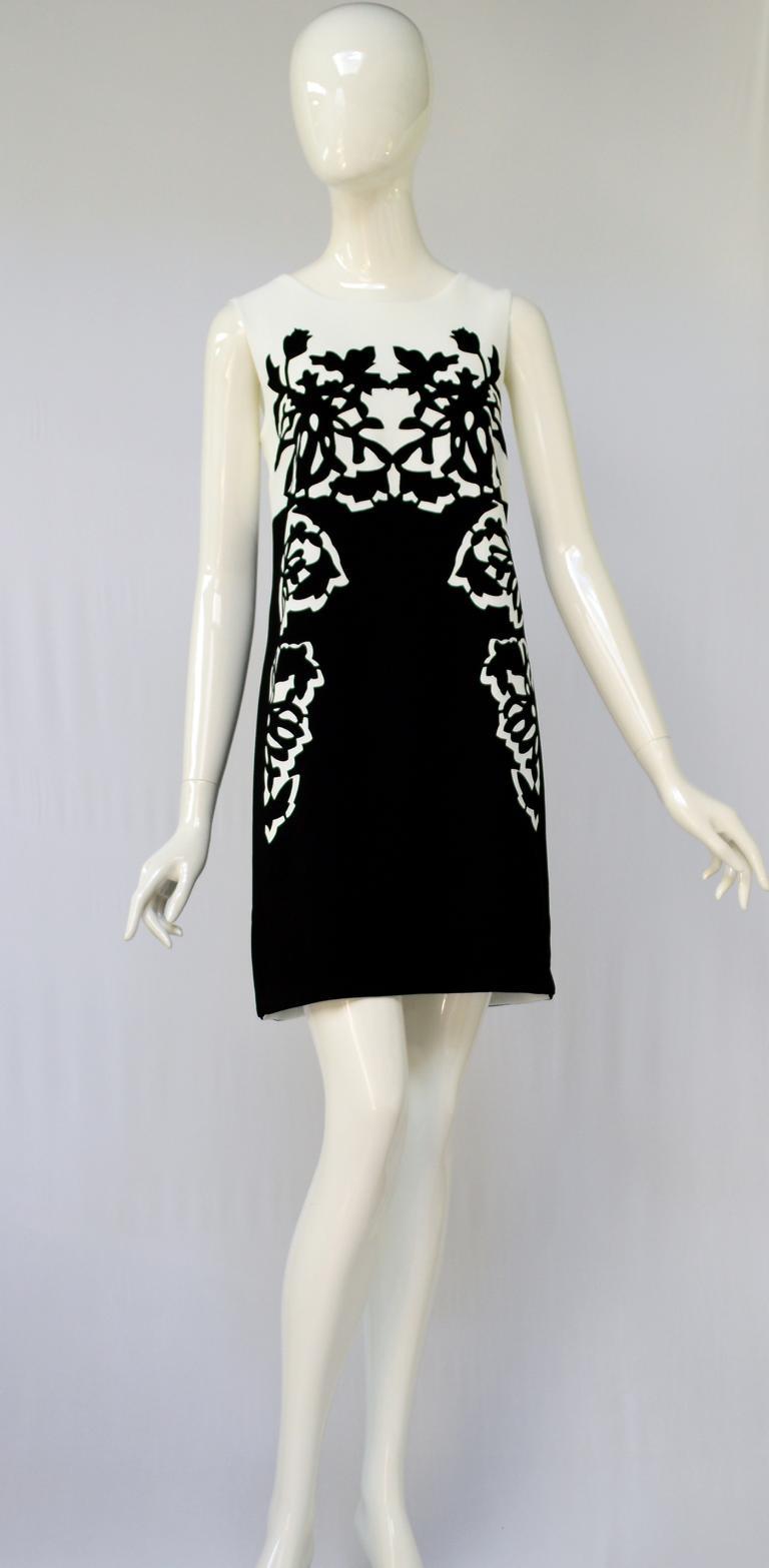 Rückansicht von ana alcazar A-Linien Kleid Amnosea  angezogen an Model