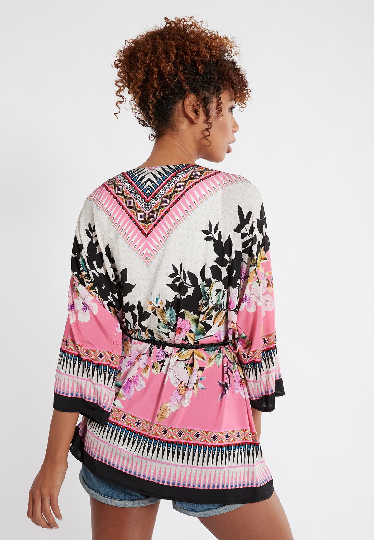 Rückansicht von Ana Alcazar Kimono Shena 38 angezogen an Model