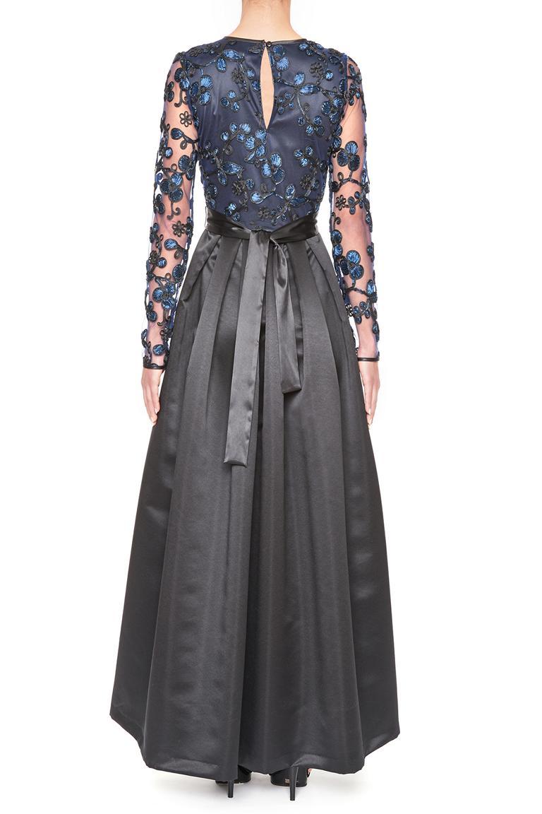 Rückansicht von Ana Alcazar Black Label Luxus Abendkleid Juvendira  angezogen an Model