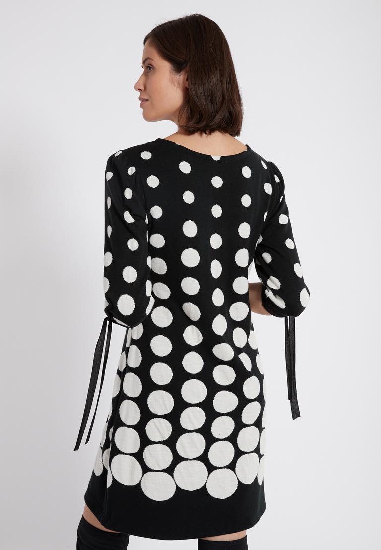 Rückansicht von Ana Alcazar Ärmel Kleid  Palmara Schwarz-Weiß  angezogen an Model