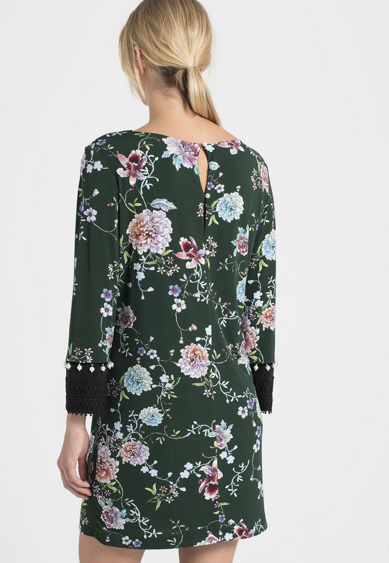 Rückansicht von Ana Alcazar Asia Kleid Polxyse  angezogen an Model