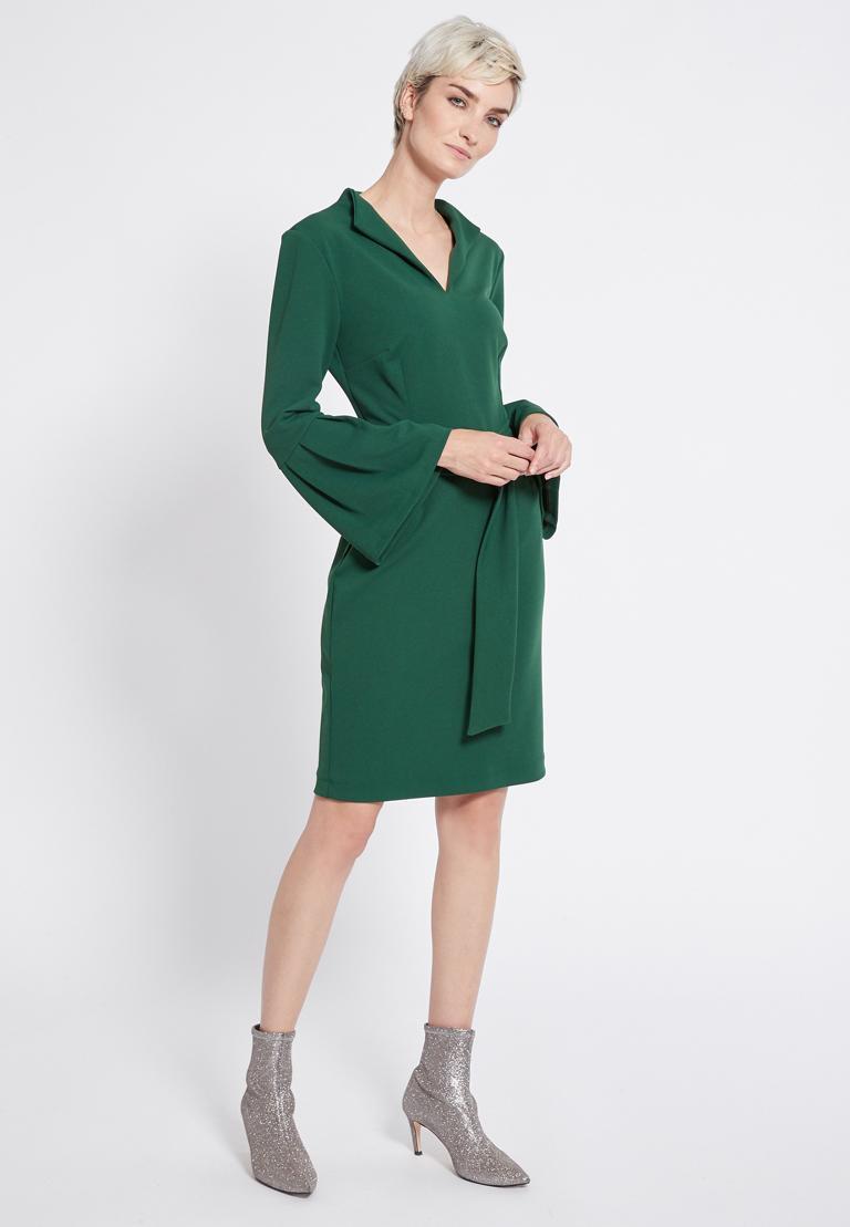 Rückansicht von Ana Alcazar Gürtel Kleid Romys Schwarz  angezogen an Model