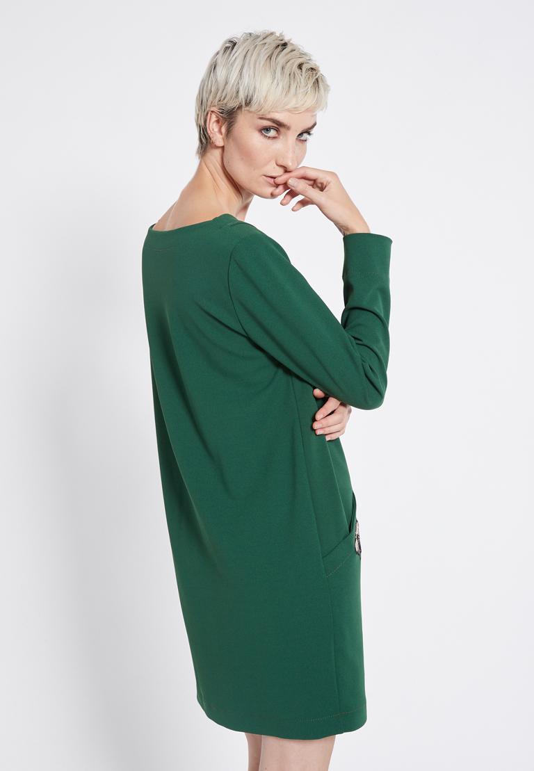 Rückansicht von Ana Alcazar Weites Kleid Rosmy Grün  angezogen an Model