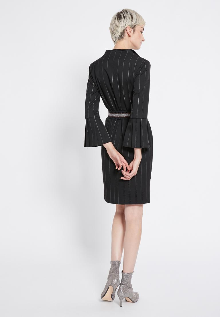 Rückansicht von Ana Alcazar Streifenkleid Ryona  angezogen an Model