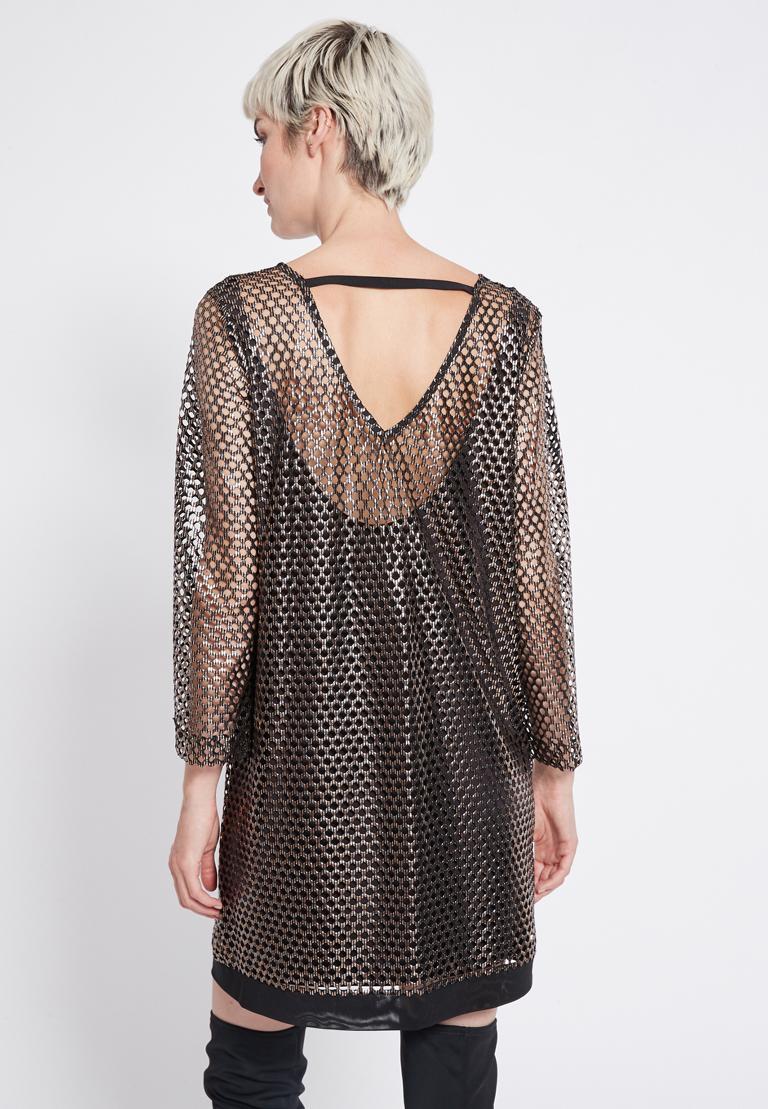 Rückansicht von Ana Alcazar Mesh Kleid Renya  angezogen an Model