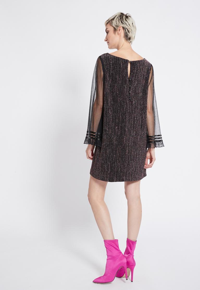 Rückansicht von Ana Alcazar Glitter Plissee Kleid Rafys  angezogen an Model
