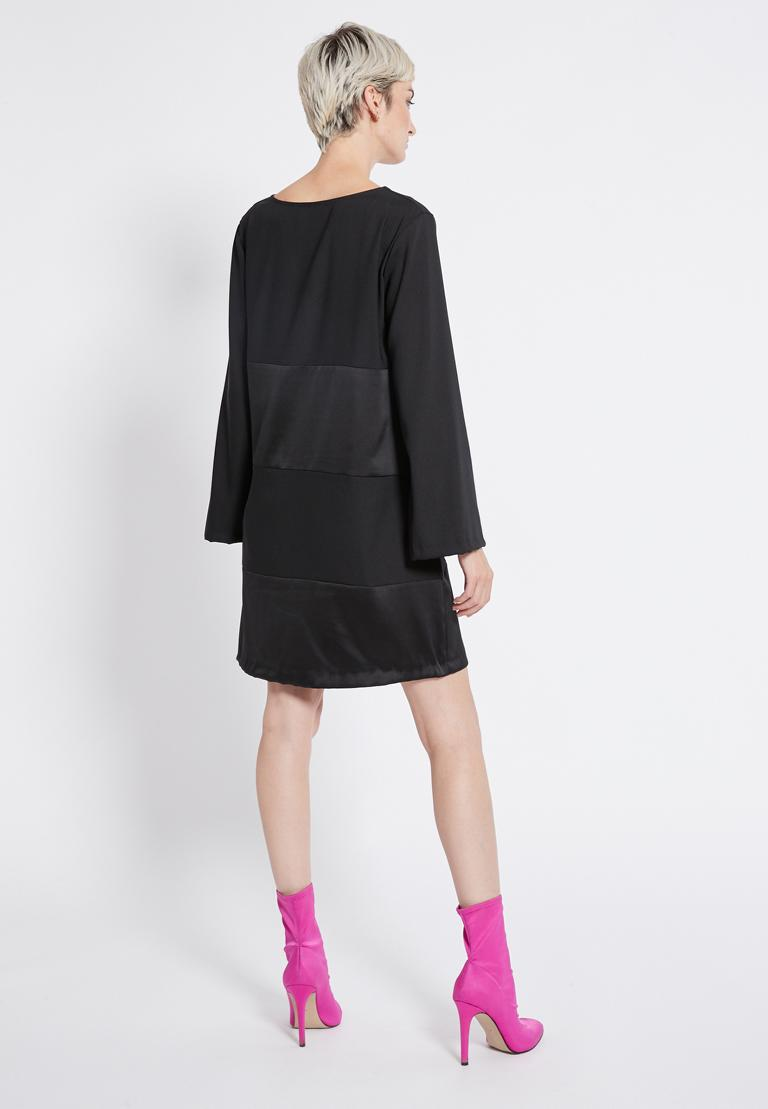 Rückansicht von Ana Alcazar Tunika Kleid Regine  angezogen an Model