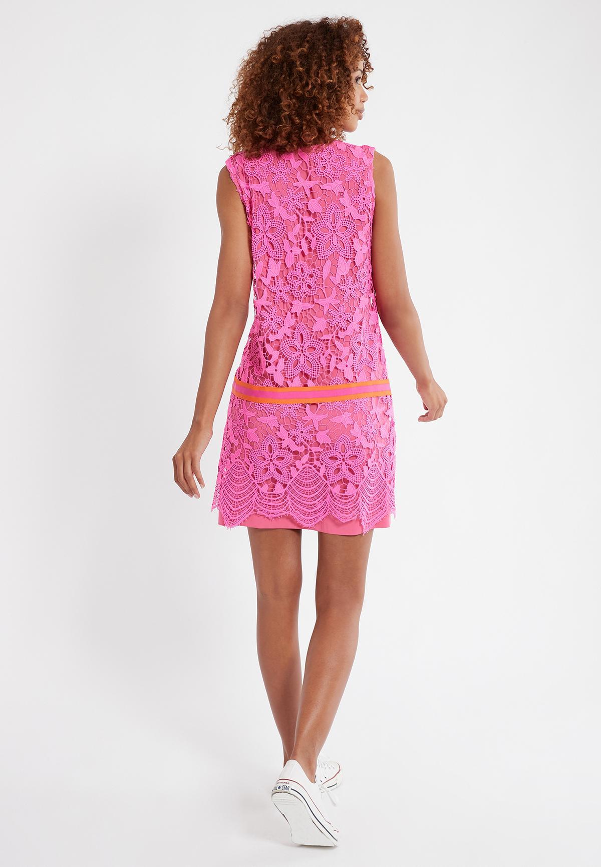 Rückansicht von Ana Alcazar Ärmelloses Kleid Sagena  angezogen an Model