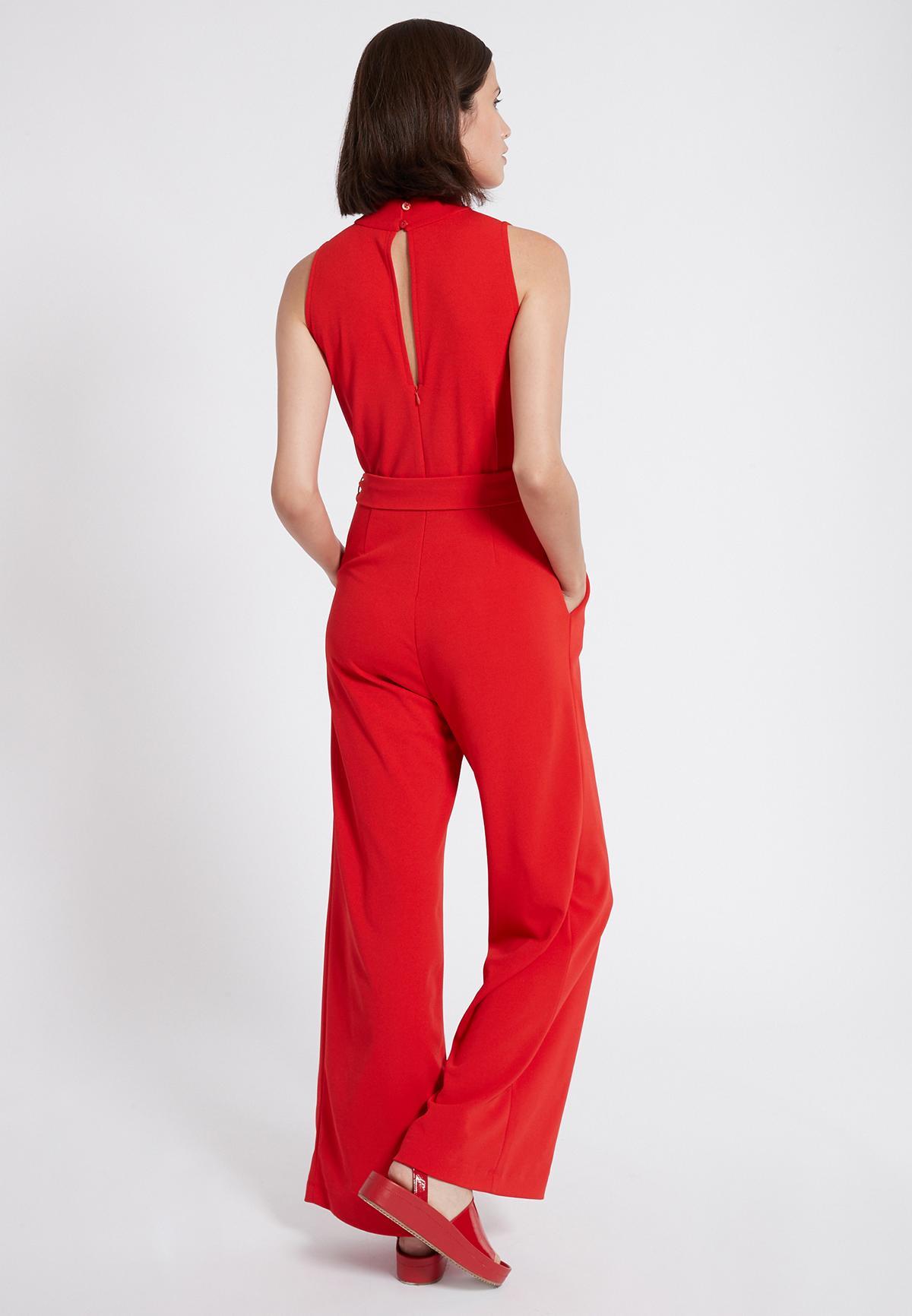 Rückansicht von Ana Alcazar Jumpsuit Sawris Rot  angezogen an Model