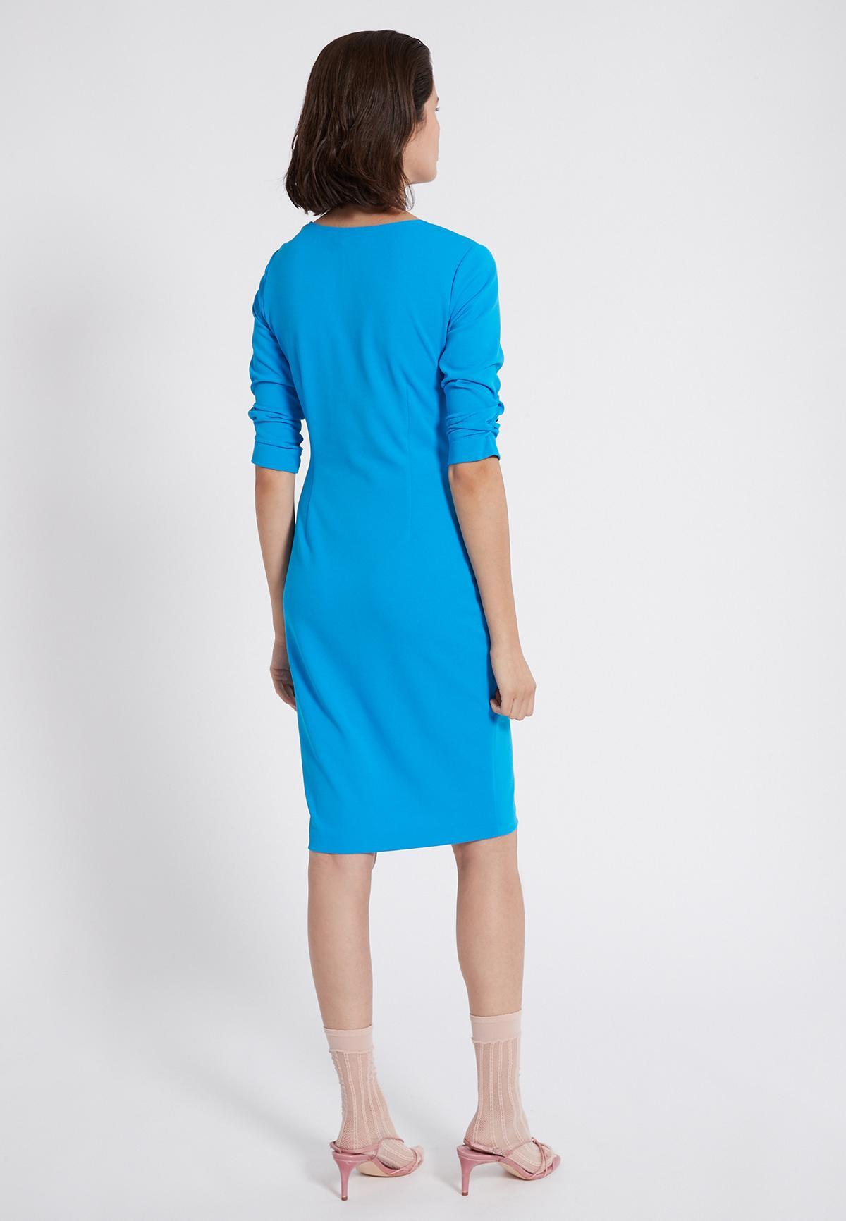 Rückansicht von Ana Alcazar Knotenkleid Savea Blau  angezogen an Model