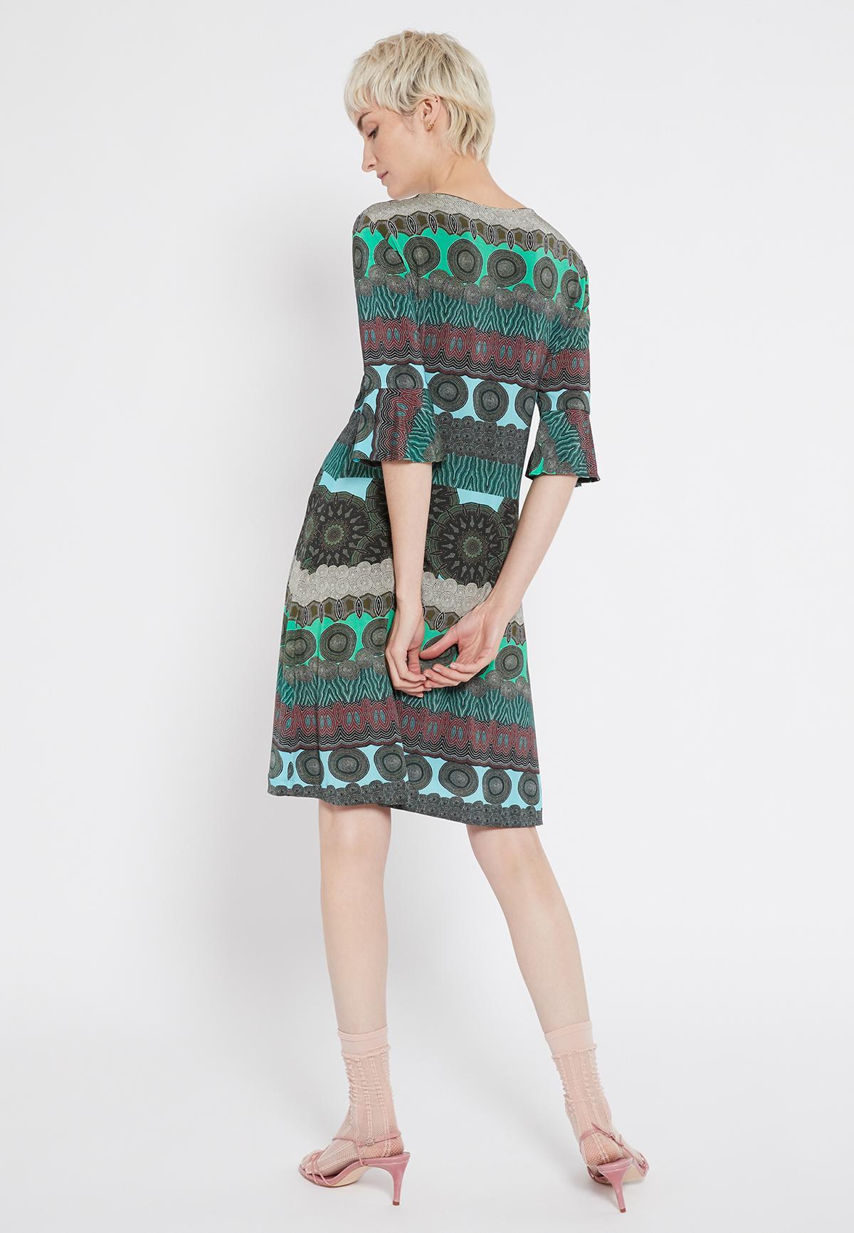 Rückansicht von Ana Alcazar Deko Kleid Sesfora  angezogen an Model