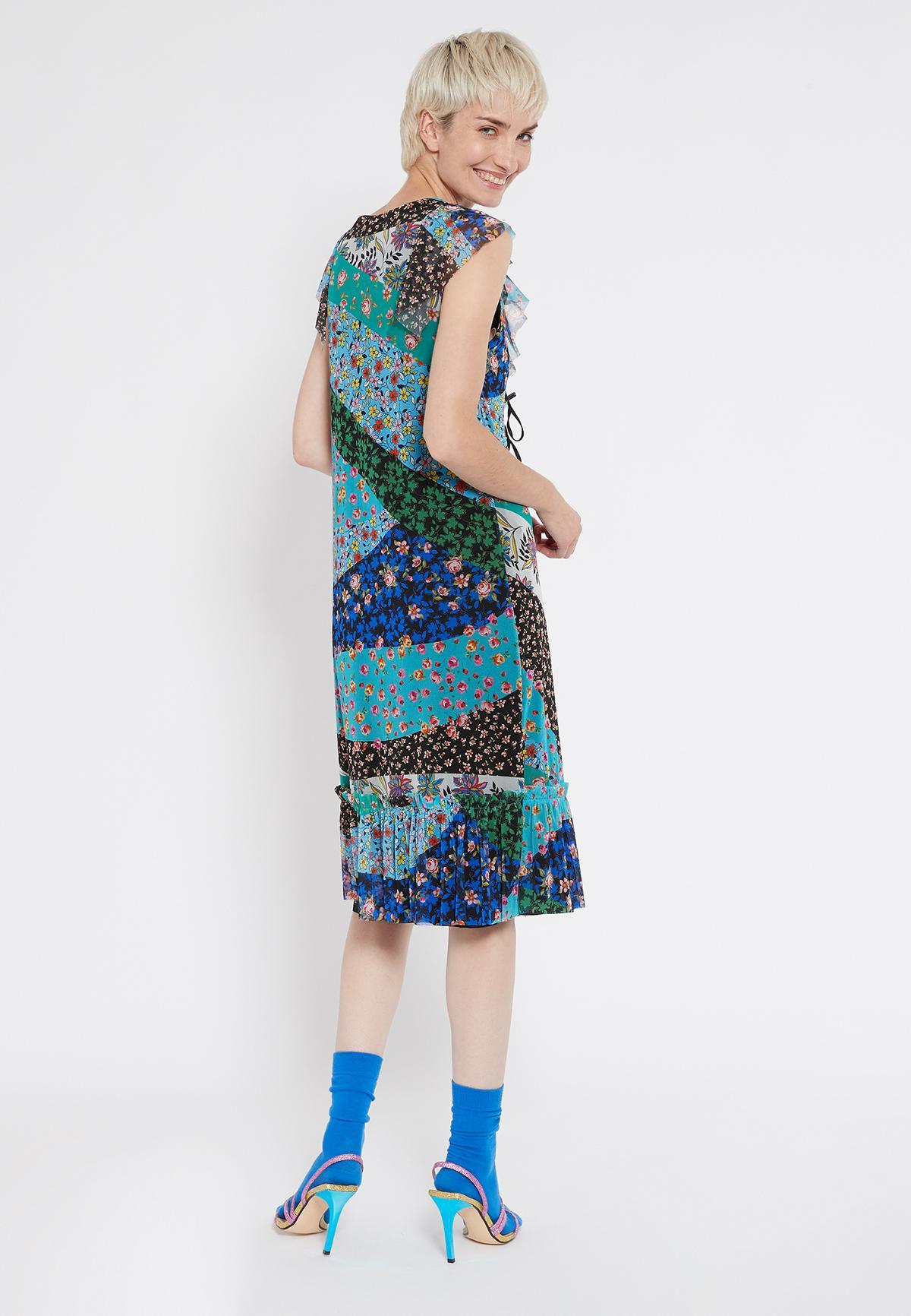 Rückansicht von Ana Alcazar Romantikkleid Shyrane  angezogen an Model