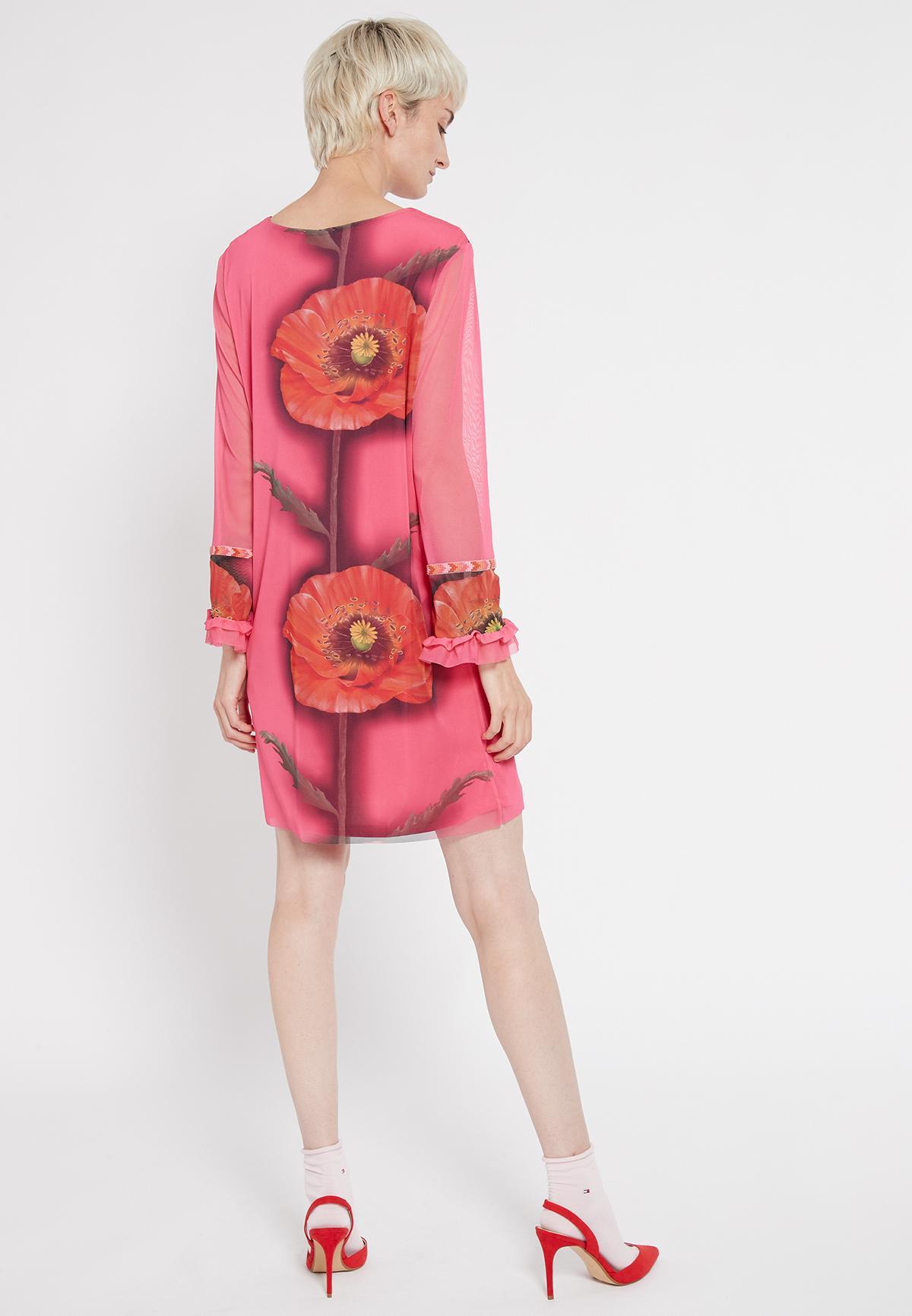 Rückansicht von Ana Alcazar Langarm Kleid Siany  angezogen an Model
