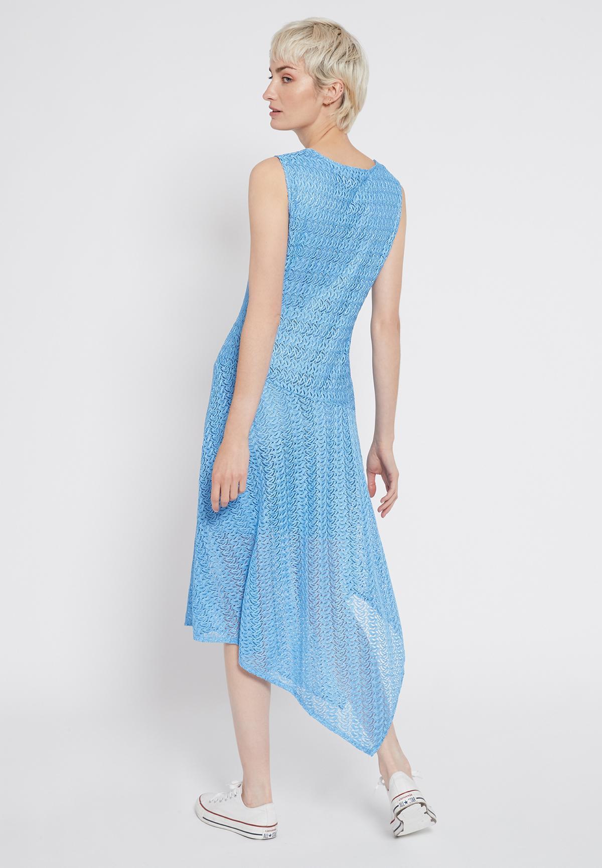 Rückansicht von Ana Alcazar Midi Kleid Sisnea  angezogen an Model