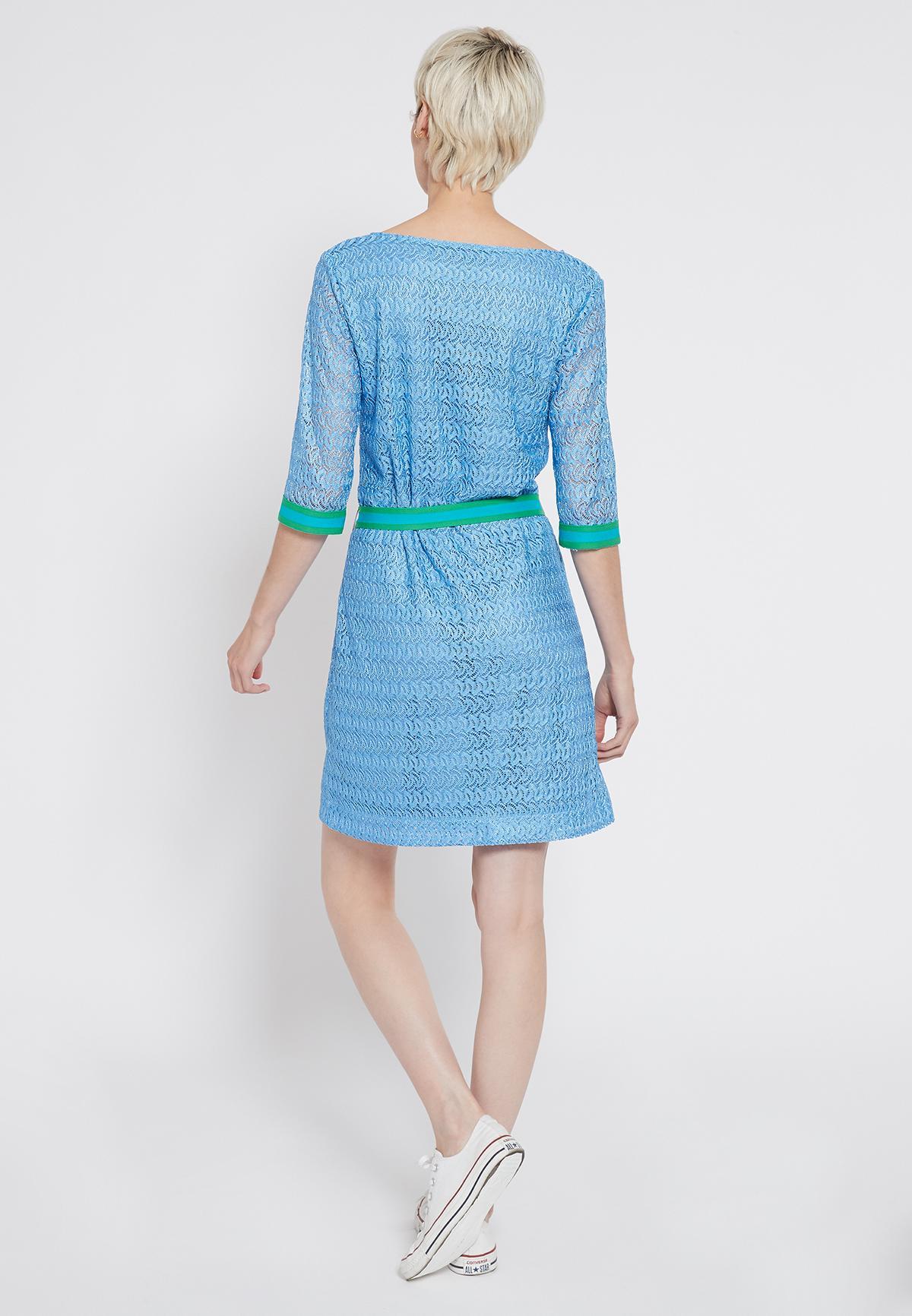 Rückansicht von Ana Alcazar Gürtel Kleid Sisofe  angezogen an Model