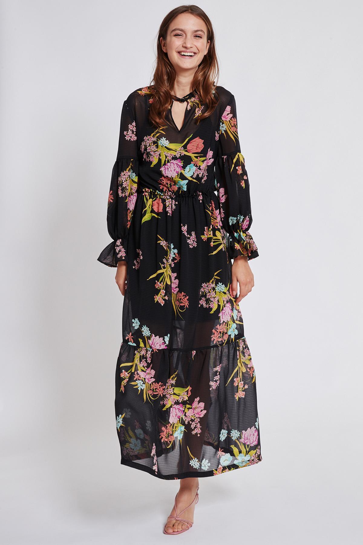 Rückansicht von Ana Alcazar Maxi Kleid Tamtam  angezogen an Model