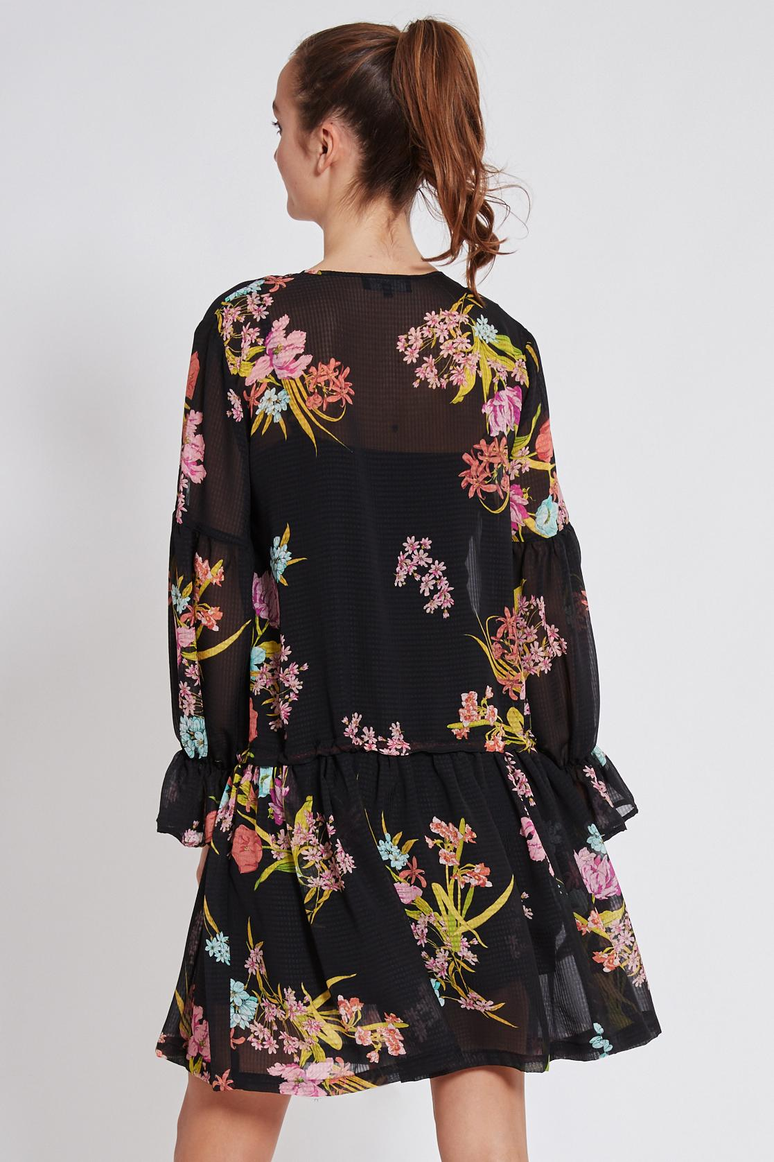 Rückansicht von Ana Alcazar Romantik Kleid Tamyde  angezogen an Model