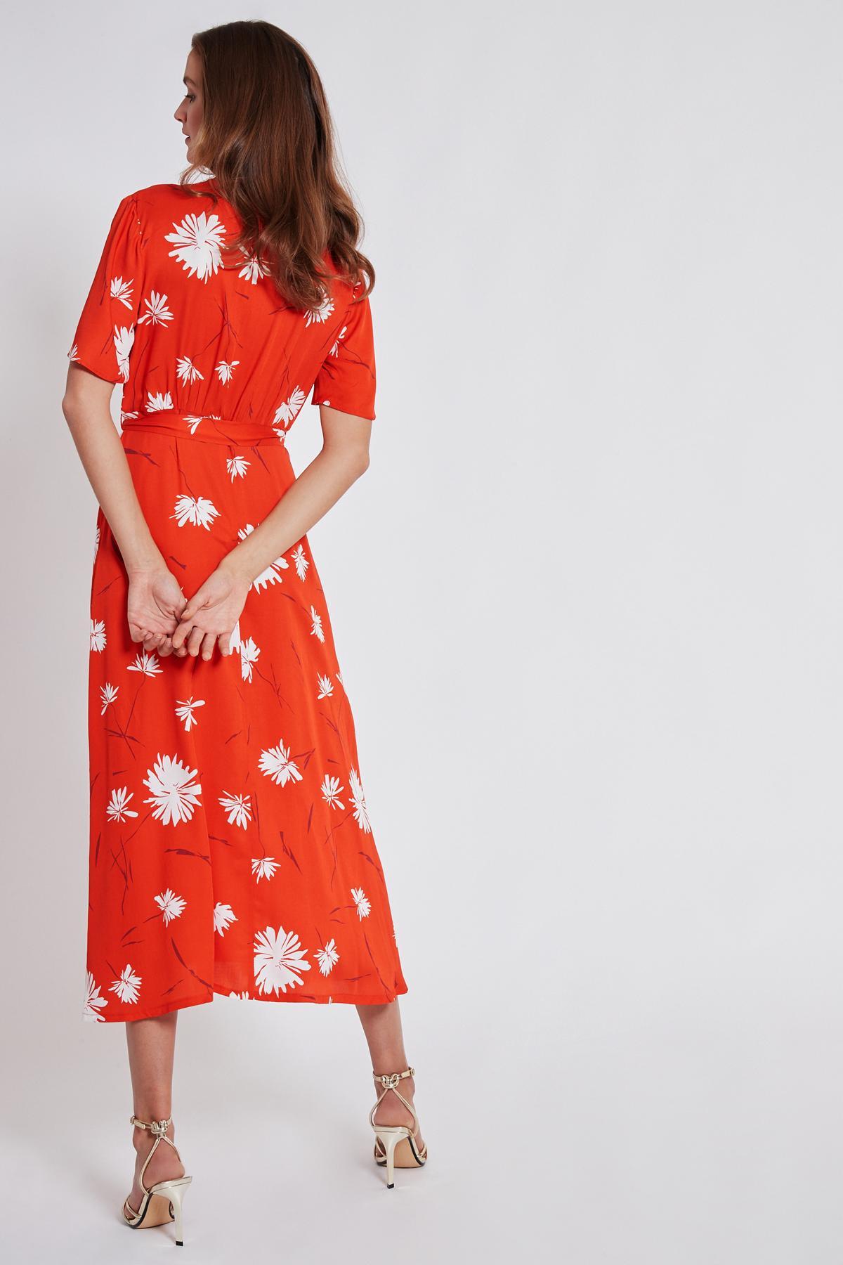 Rückansicht von Ana Alcazar Midi Kleid Taxyne  angezogen an Model