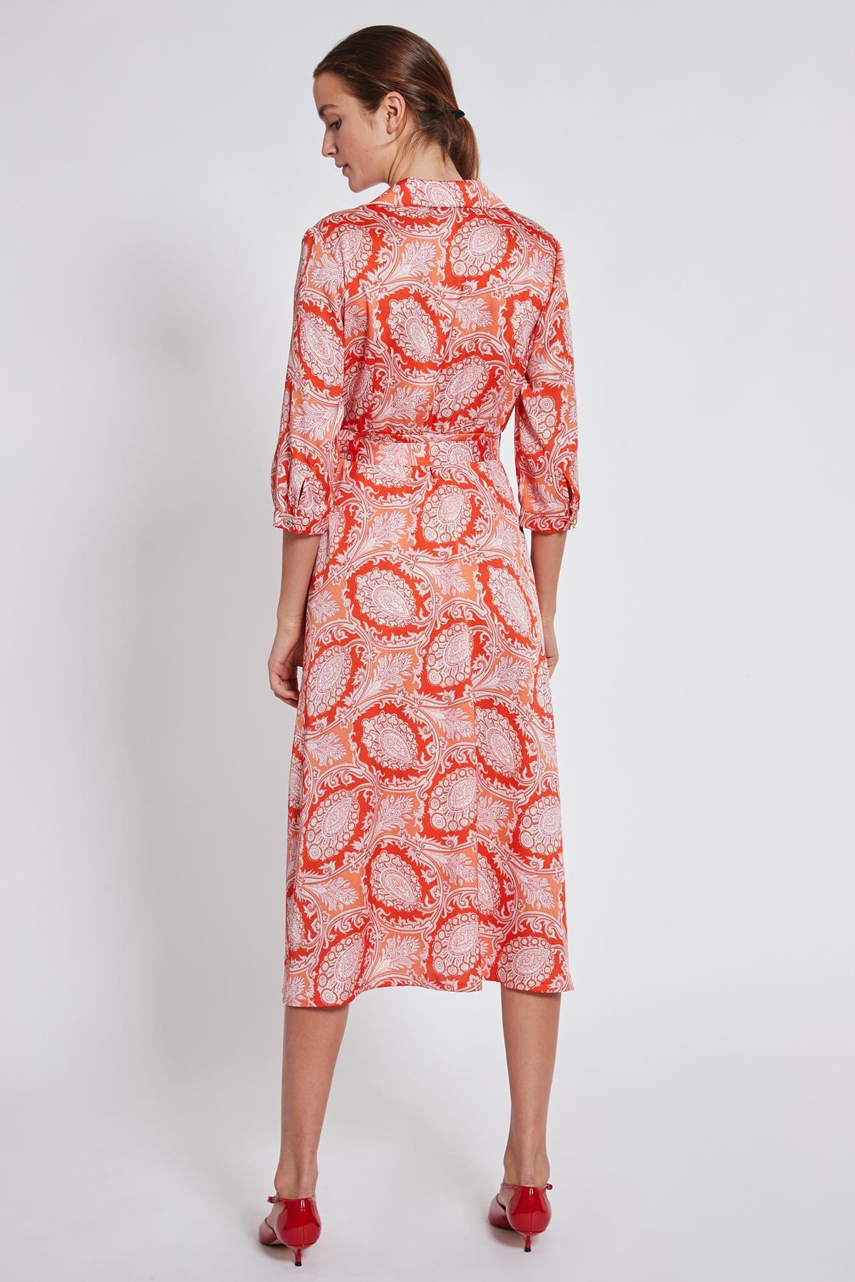Rückansicht von Ana Alcazar Midi Kleid Tefrole Rot  angezogen an Model