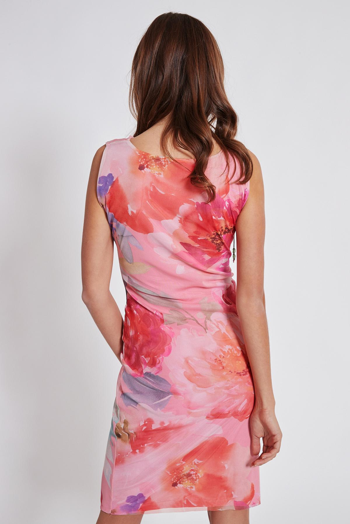 Rückansicht von Ana Alcazar Wasserfall Kleid Teginy  angezogen an Model