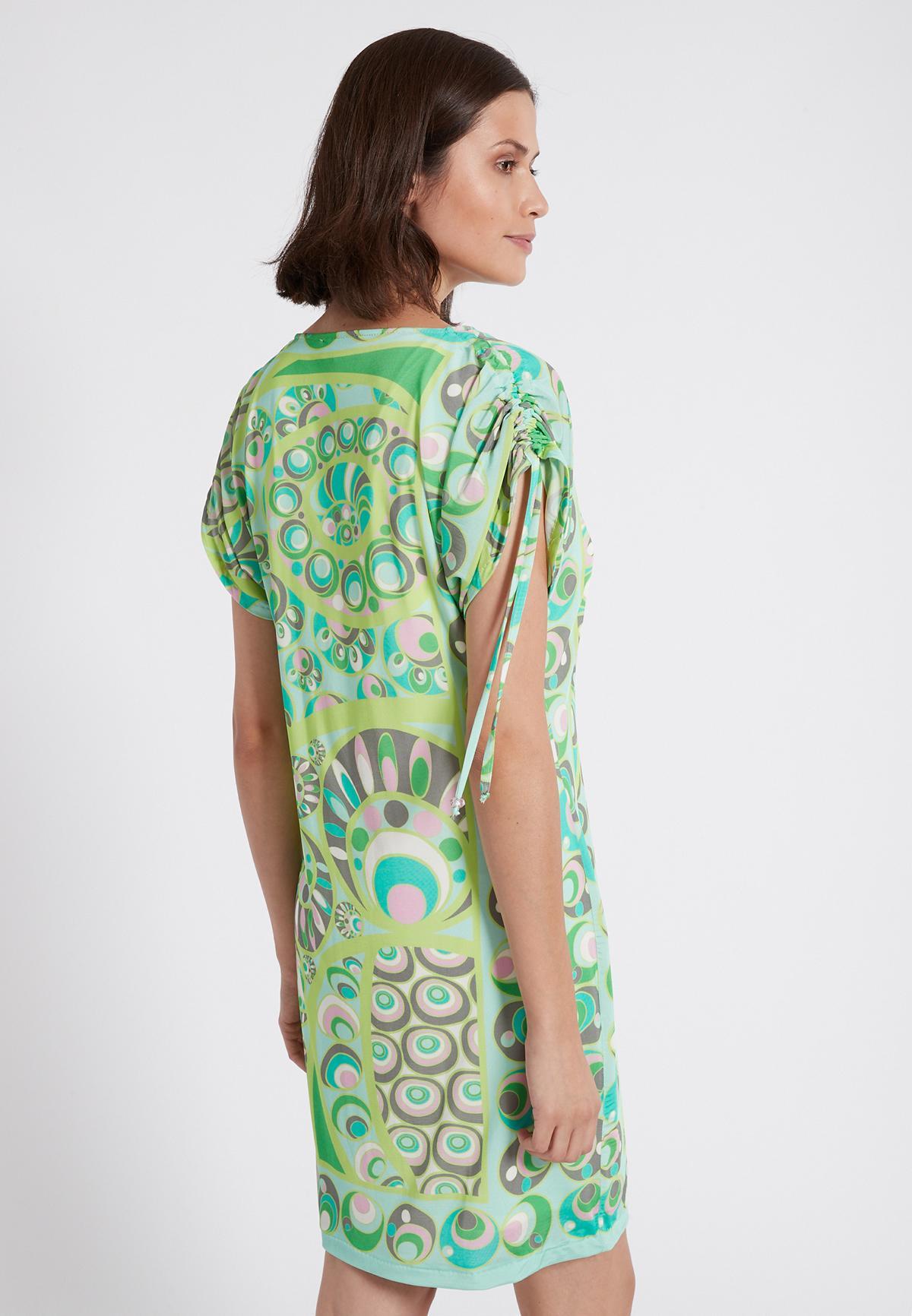 Rückansicht von Ana Alcazar Kurzarm Kleid Teona  angezogen an Model