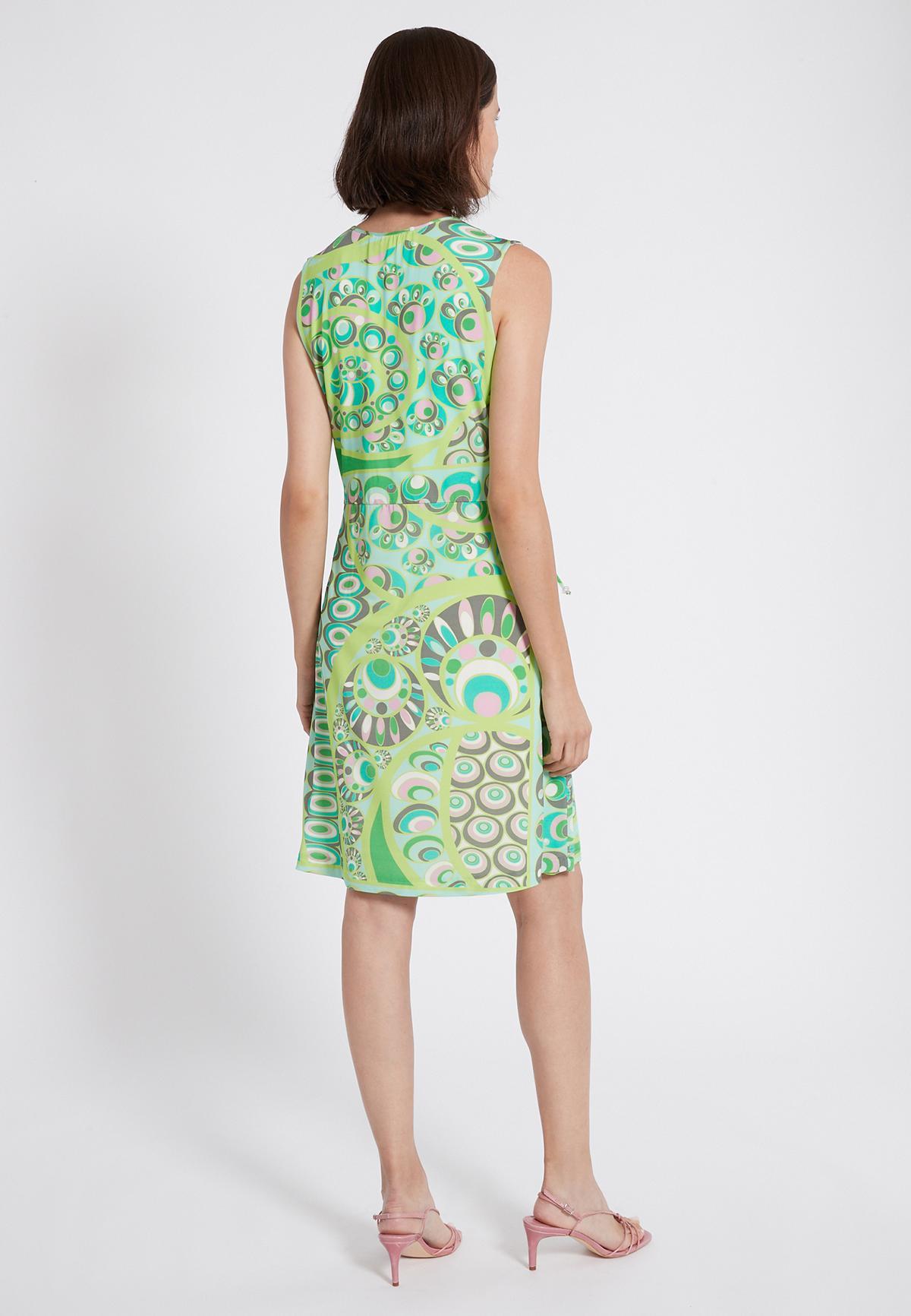 Rückansicht von Ana Alcazar Schlichtes Kleid Teomy  angezogen an Model