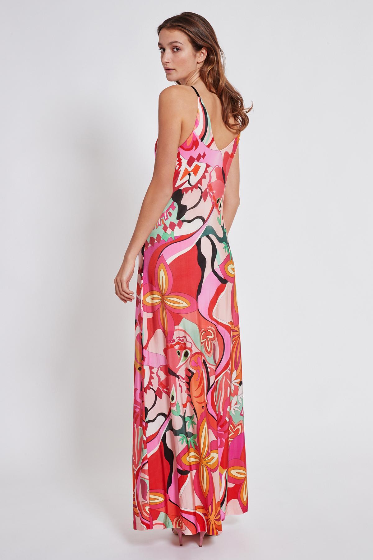 Rückansicht von Ana Alcazar Maxi Kleid Terala  angezogen an Model