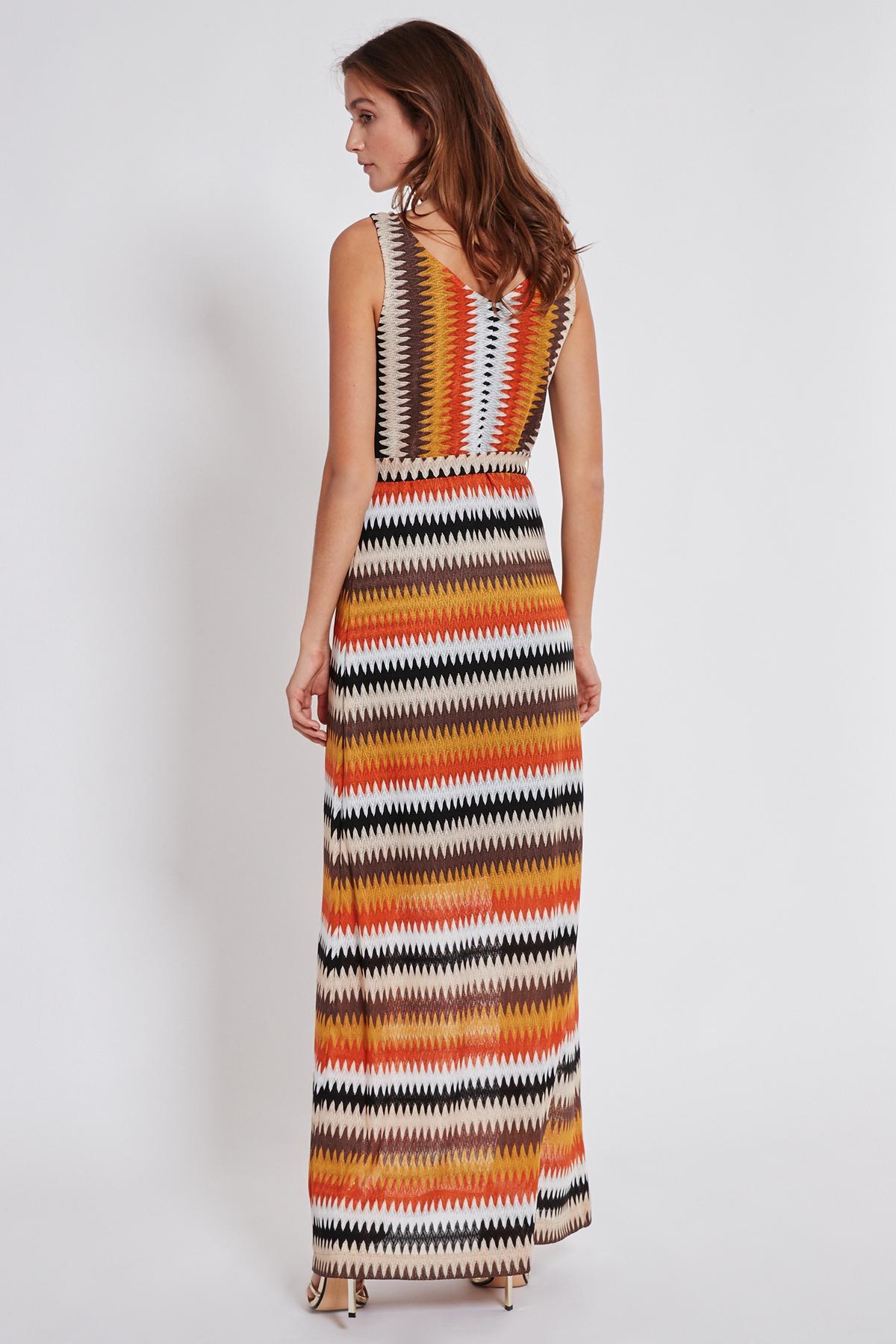 Rückansicht von Ana Alcazar Maxi Kleid Turyse  angezogen an Model