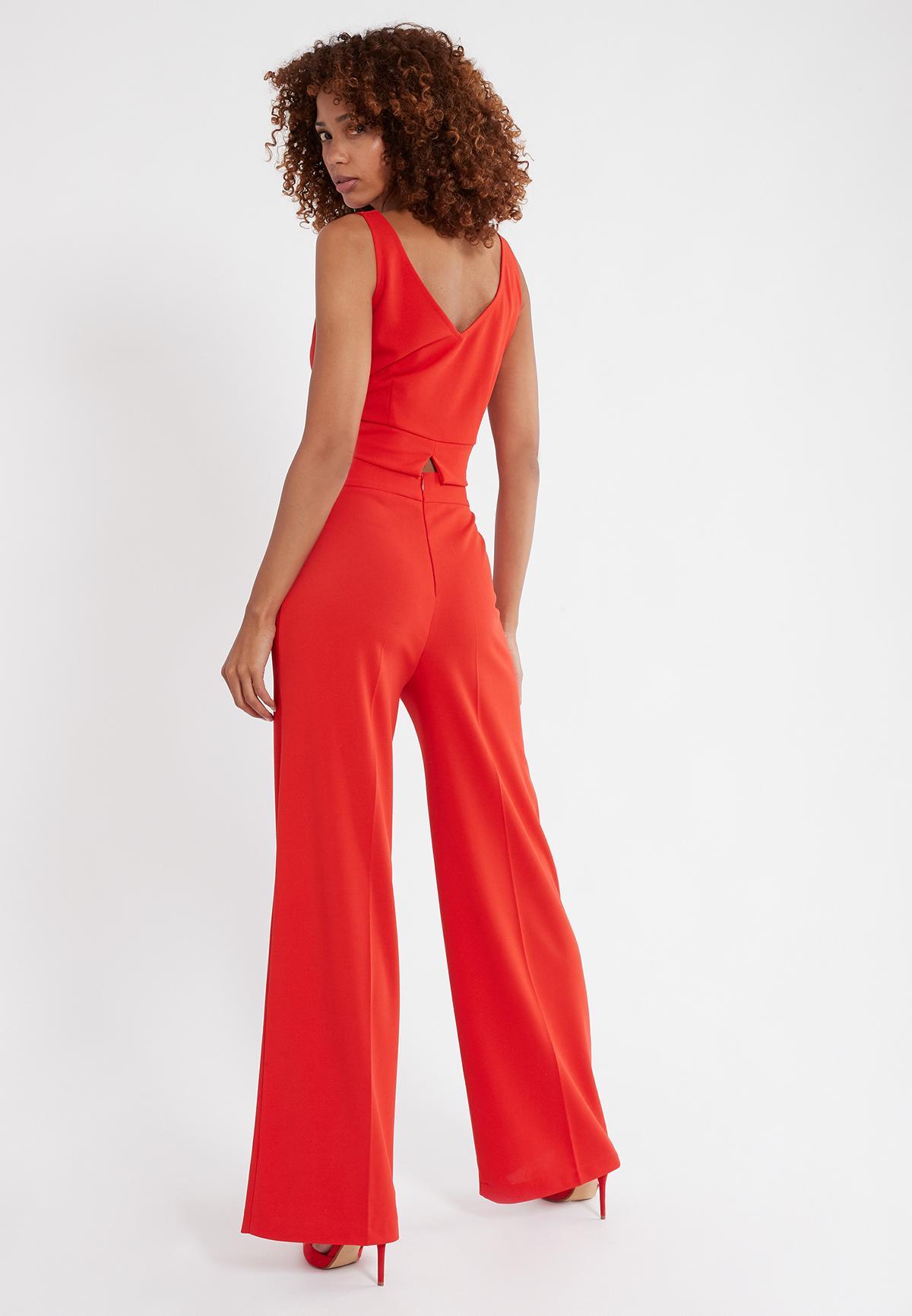 Rückansicht von Ana Alcazar Weite Hose Sazore Rot  angezogen an Model