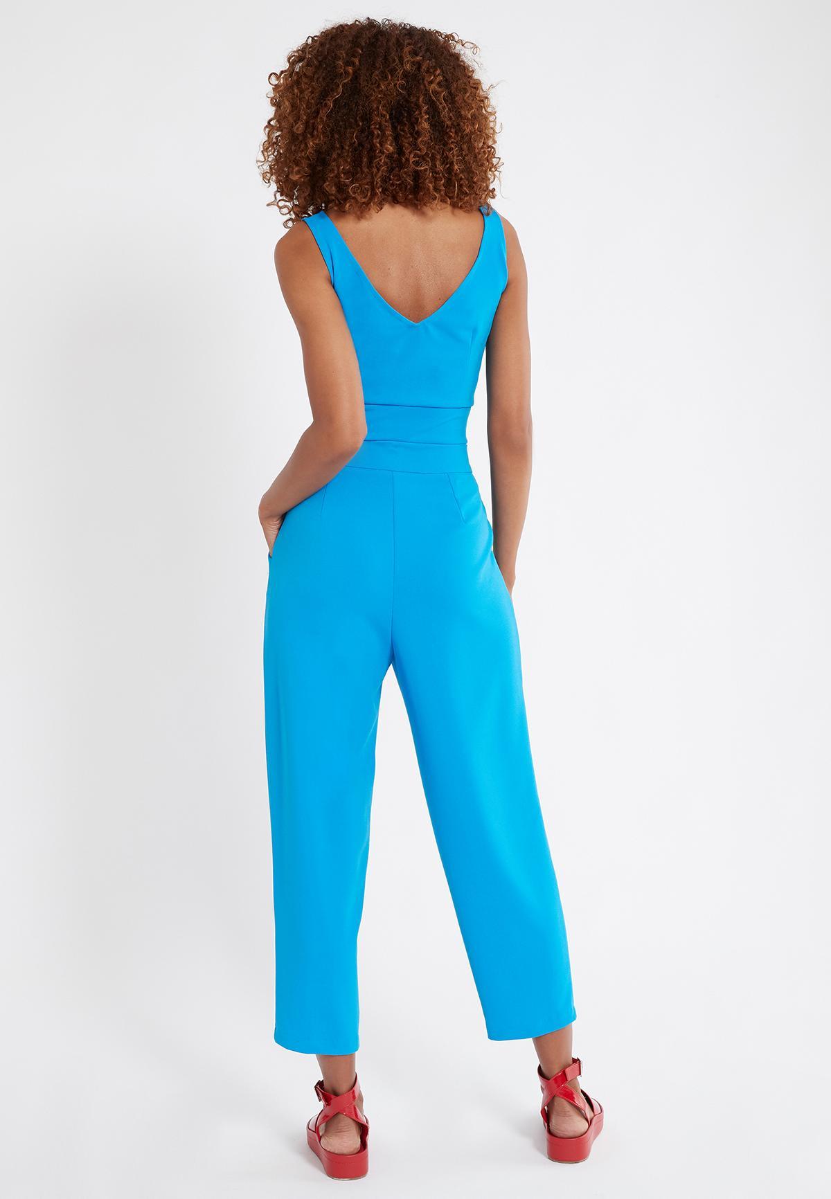 Rückansicht von Ana Alcazar Cropped Hose Seadani Blau  angezogen an Model