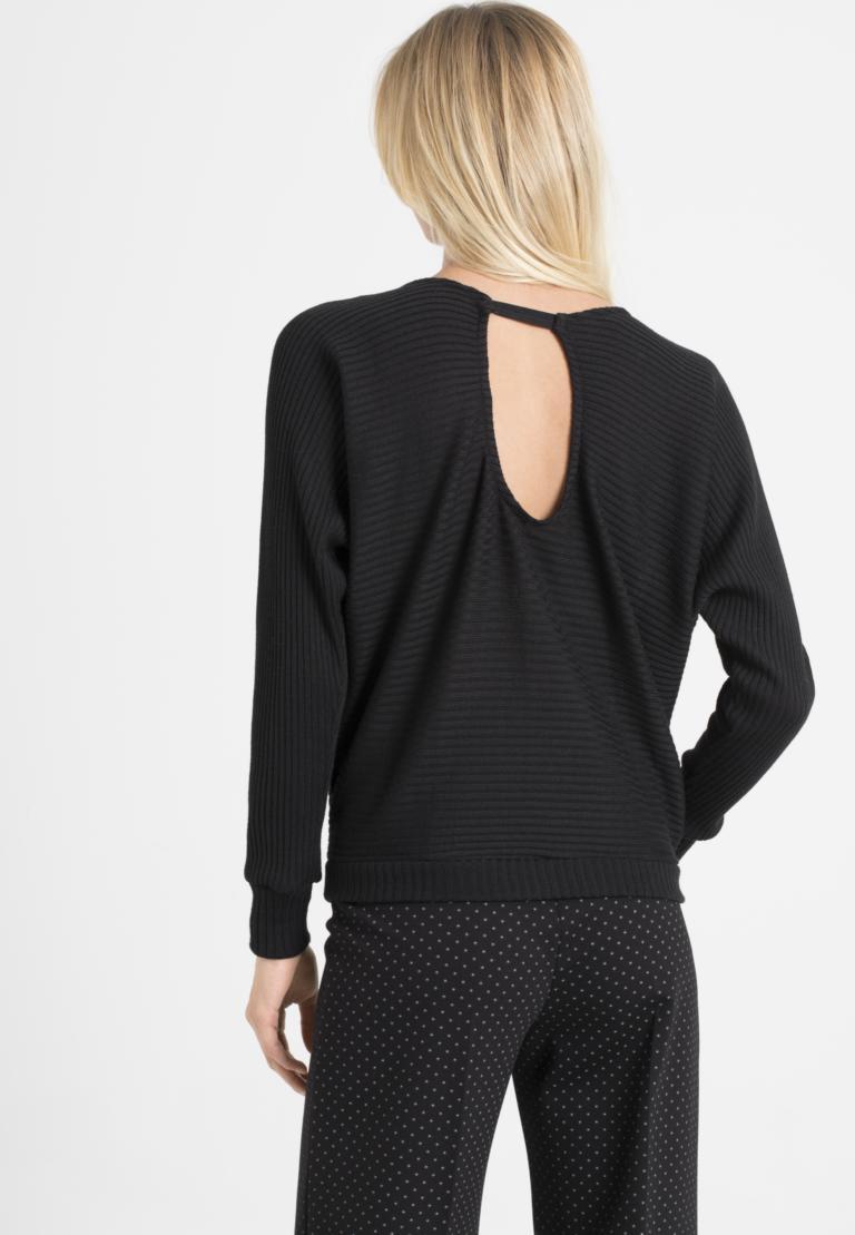 Rückansicht von Ana Alcazar Fledermaus Shirt Perera Schwarz  angezogen an Model