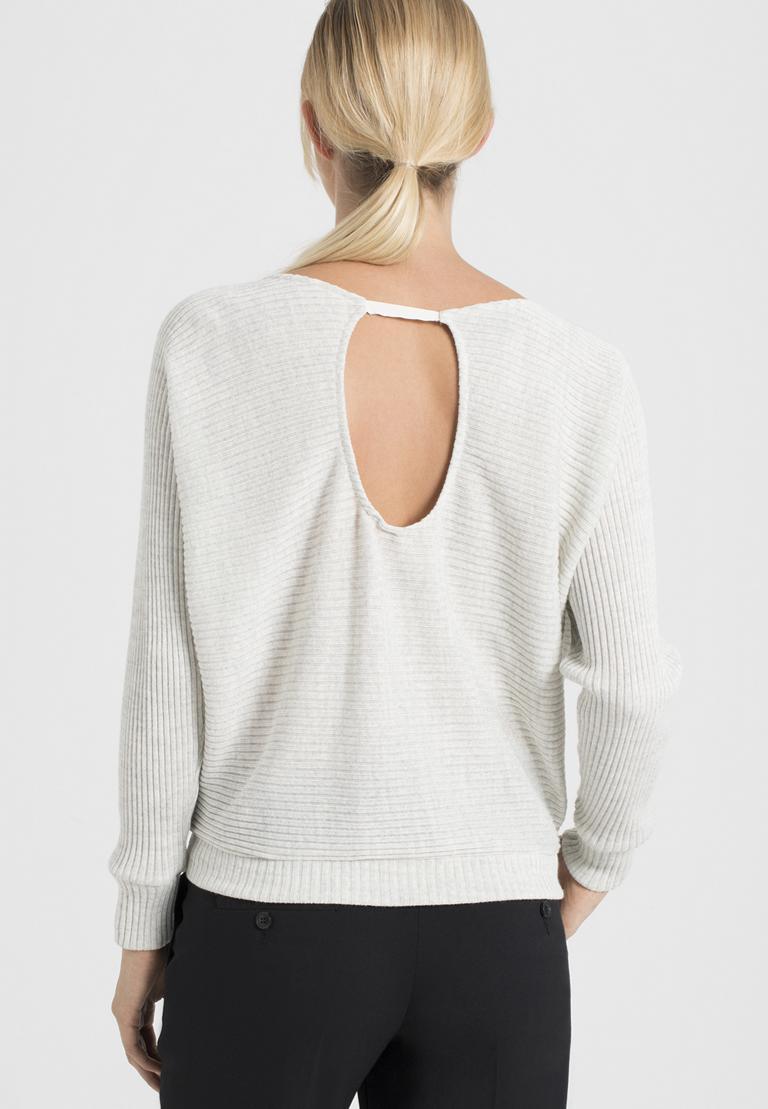 Rückansicht von Ana Alcazar Fledermaus Shirt Perine Offwhite  angezogen an Model