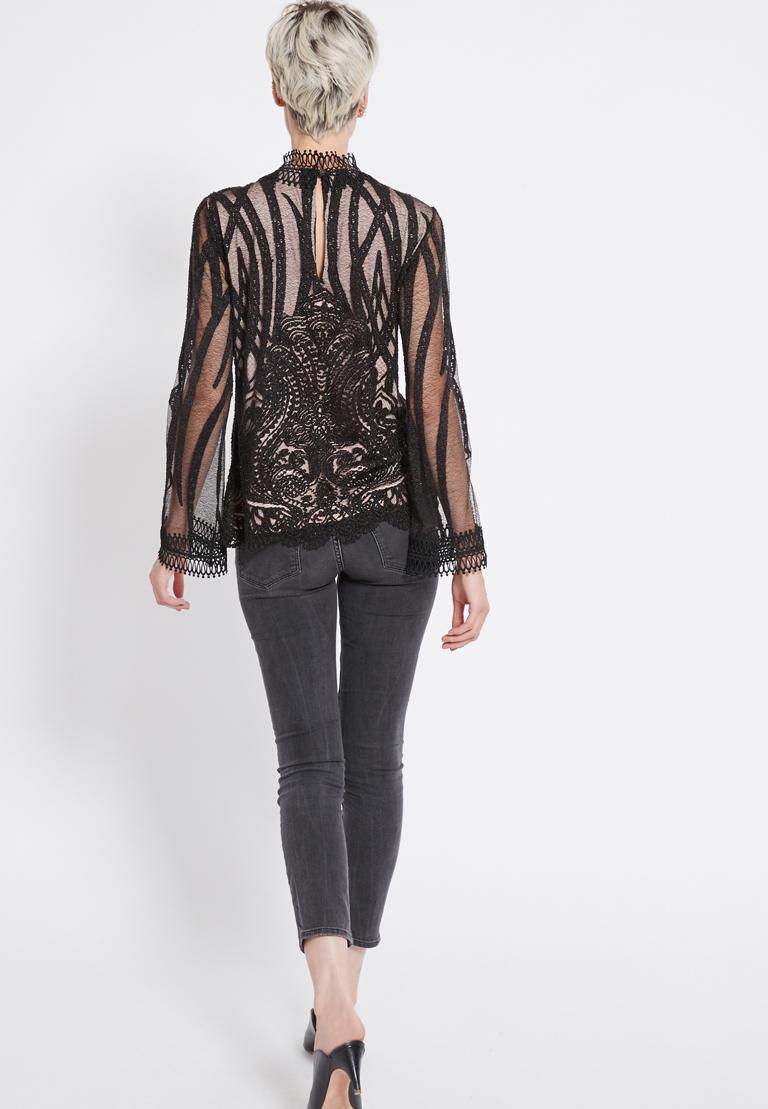 Rückansicht von Ana Alcazar Spitzen Shirt Ranja  angezogen an Model