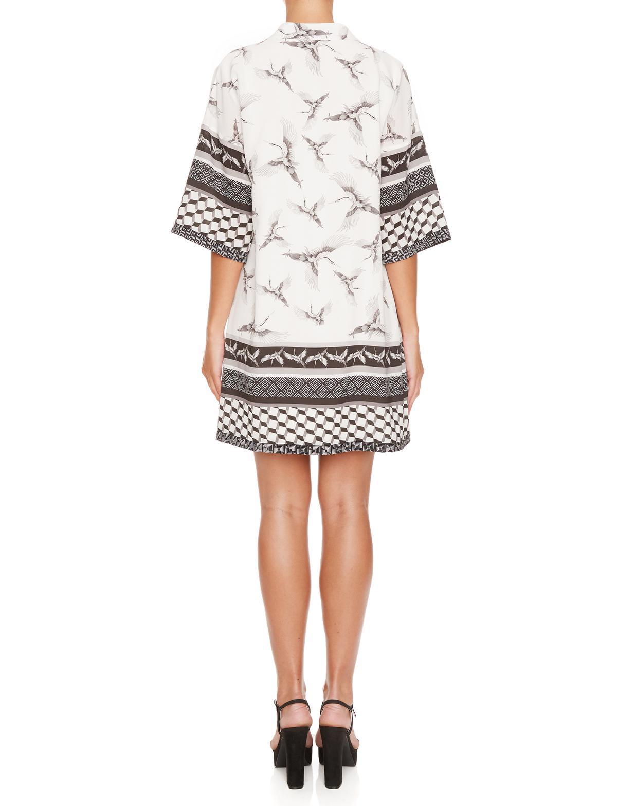 Rückansicht von Ana Alcazar Asia Tunika Kleid Meily White  angezogen an Model