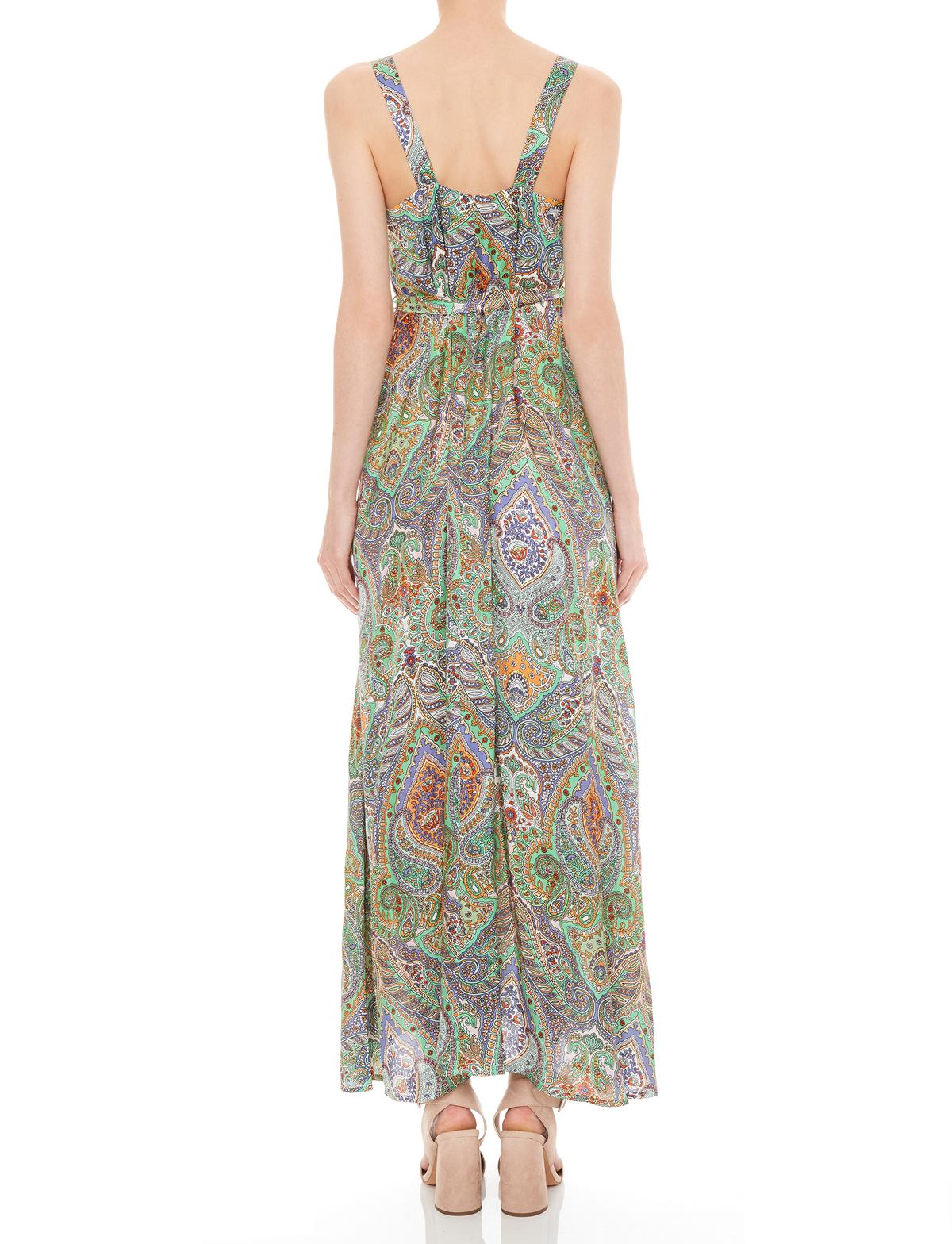 Rückansicht von Ana Alcazar Maxi Kleid Moanita  angezogen an Model