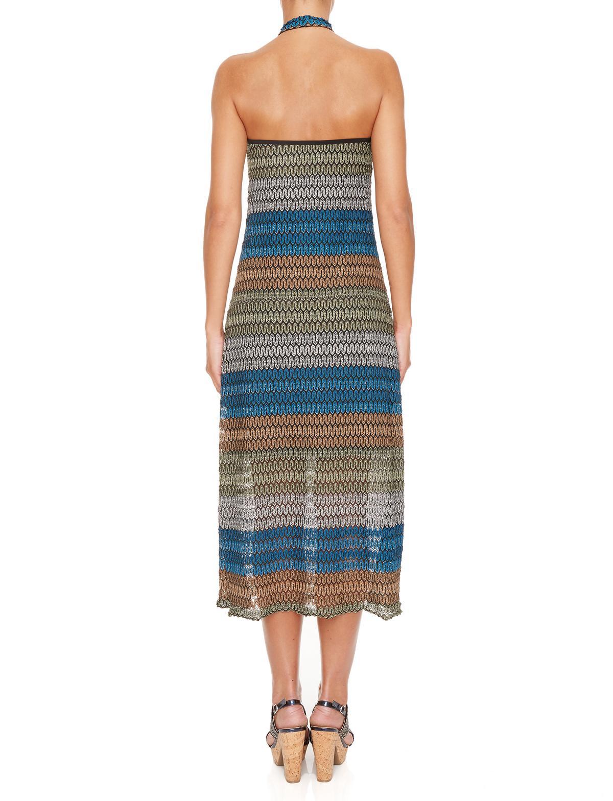 Rückansicht von Ana Alcazar Midi Kleid Myrthea  angezogen an Model