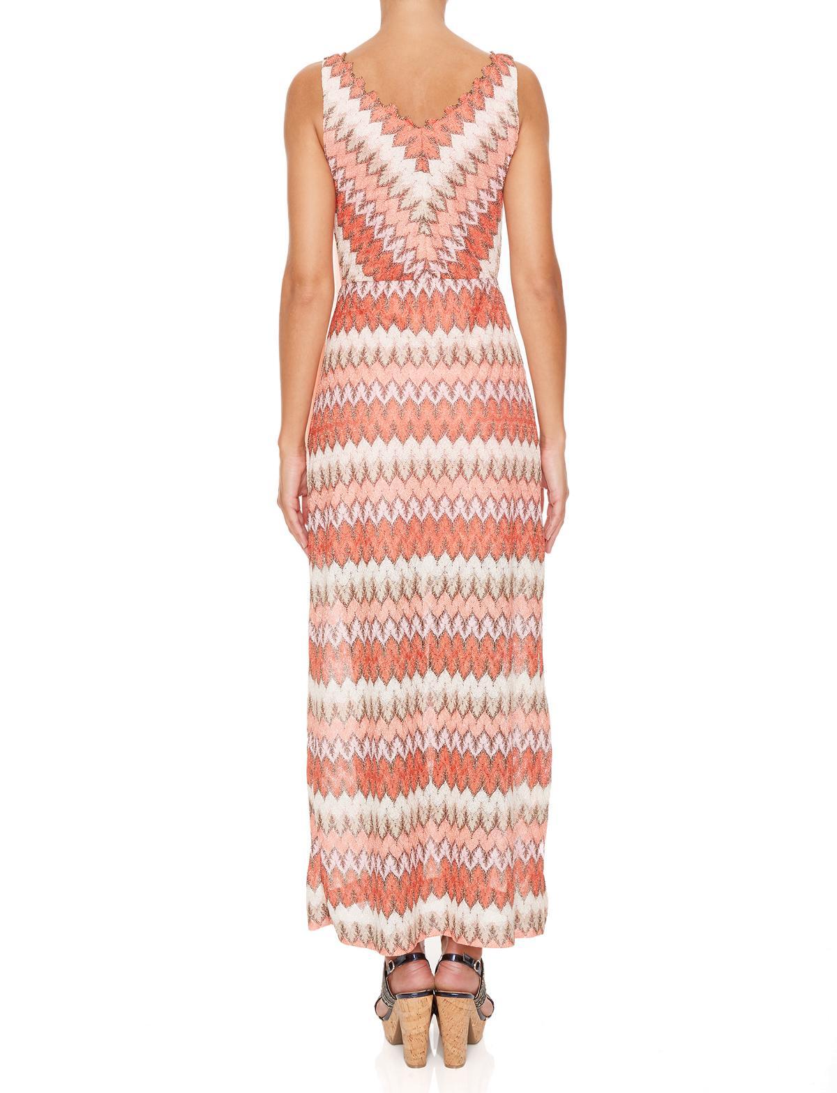 Rückansicht von Ana Alcazar Maxi Kleid Masikalys  angezogen an Model