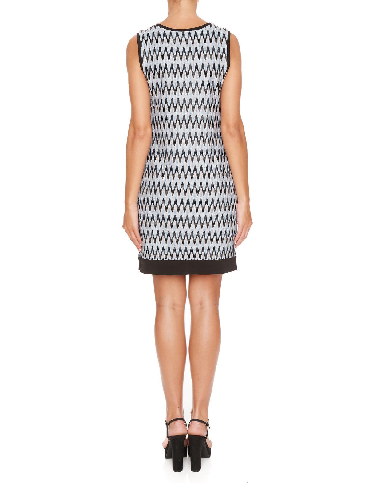 Rückansicht von Ana Alcazar A-Linien Kleid Mailyke  angezogen an Model