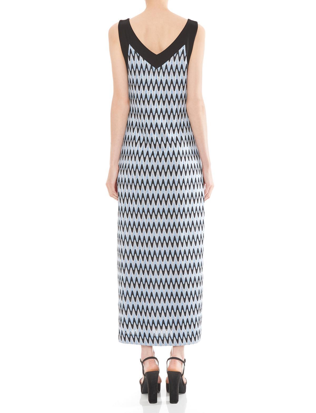 Rückansicht von Ana Alcazar Maxi Kleid Mailiwa  angezogen an Model