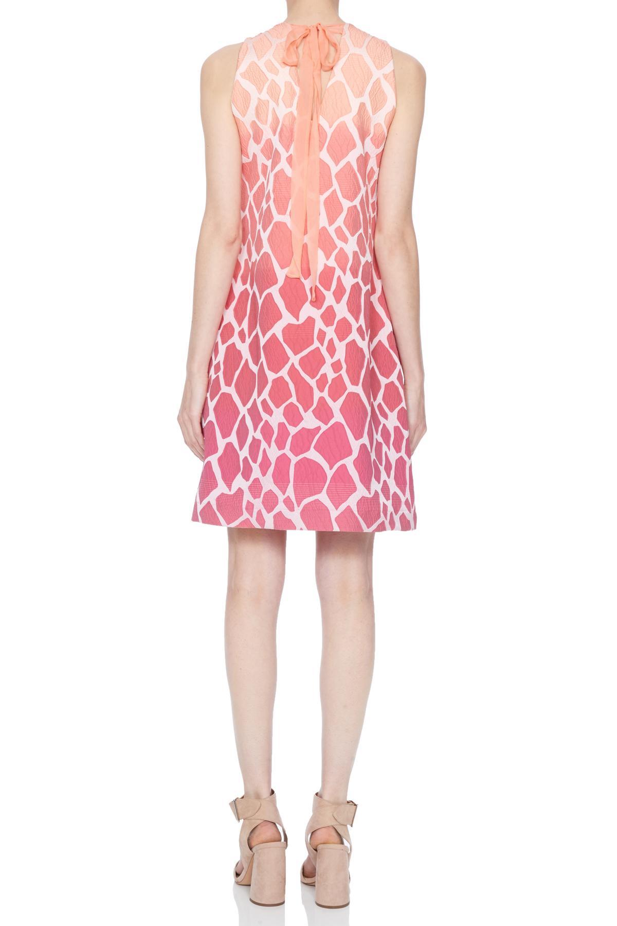 Rückansicht von Ana Alcazar Sixties Kleid Nalanis  angezogen an Model