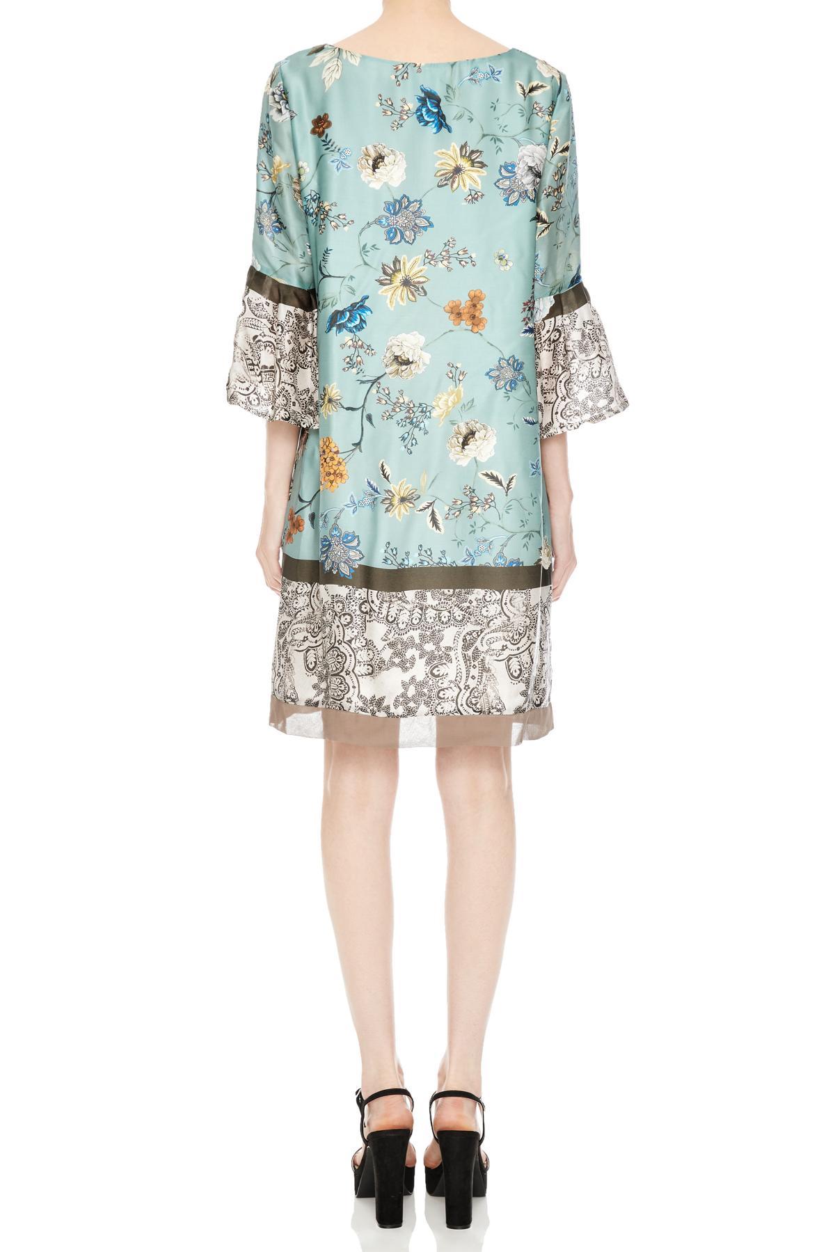 Rückansicht von Ana Alcazar Trompetenärmel Kleid Nasimy  angezogen an Model