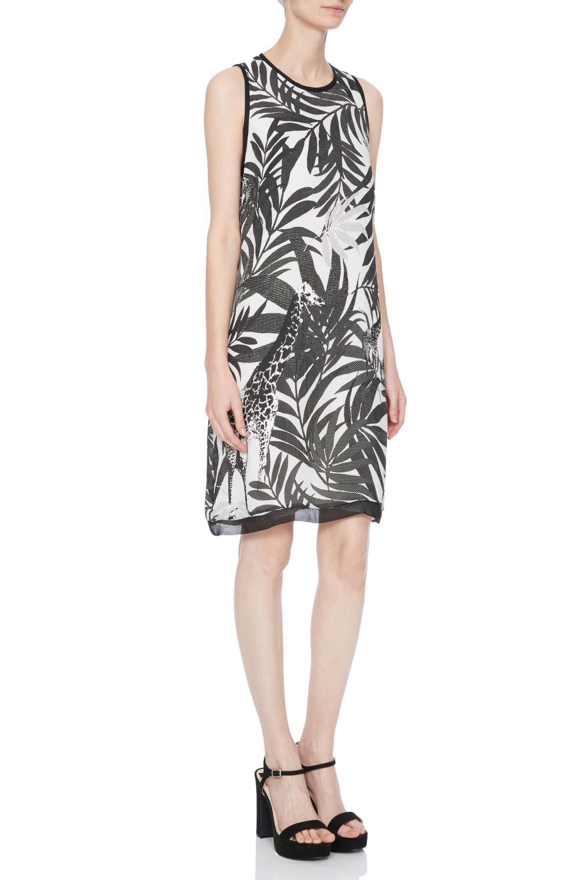 Rückansicht von Ana Alcazar A-Linien Kleid Nelda  angezogen an Model