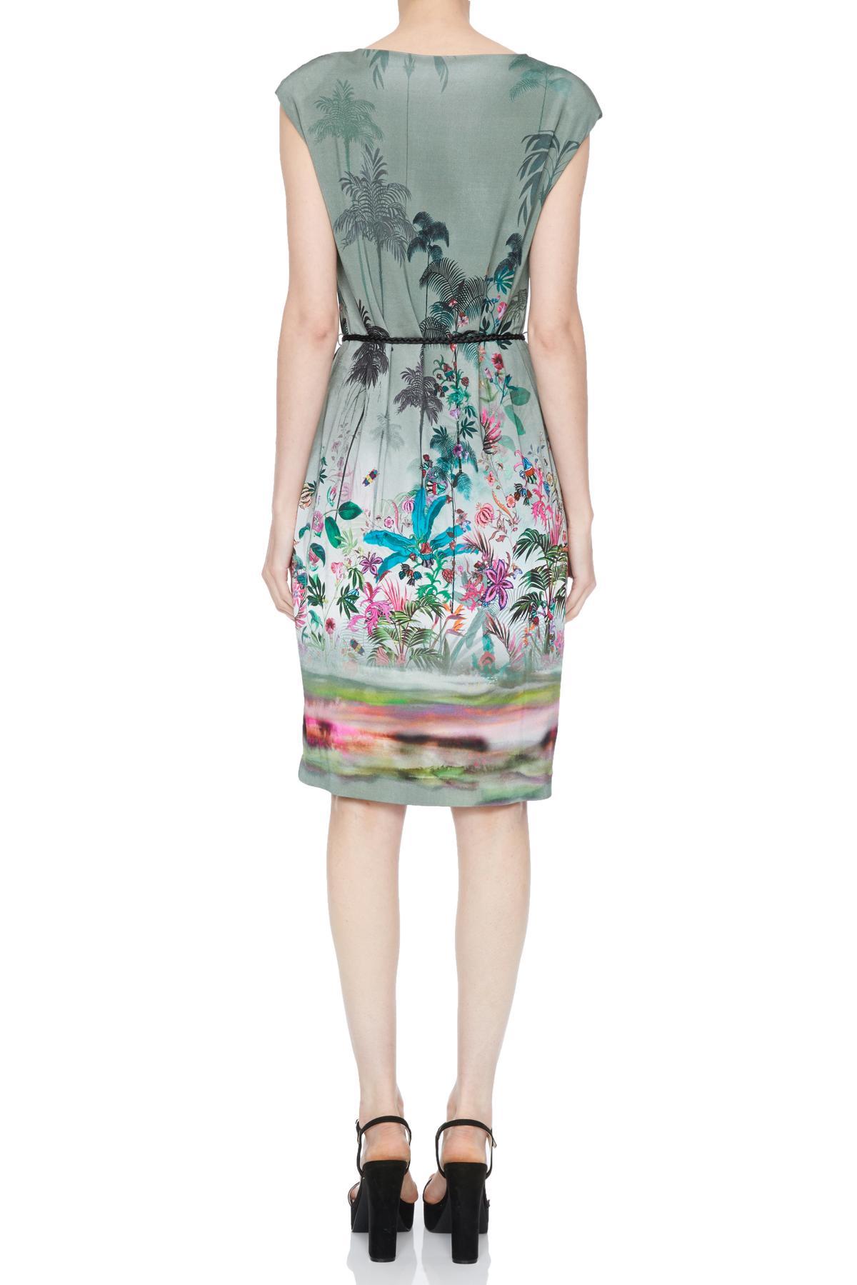Rückansicht von Ana Alcazar Palmenprint Kleid Nizzys  angezogen an Model