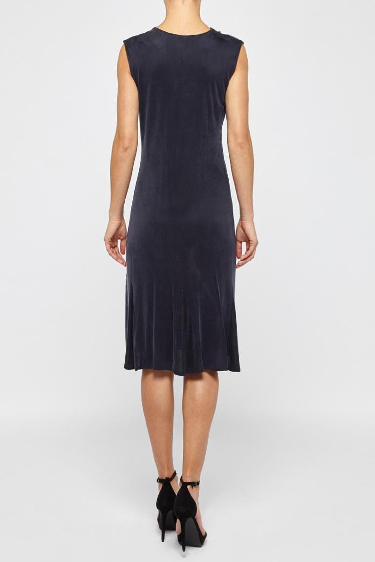 Rückansicht von Ana Alcazar Tailliertes Kleid  angezogen an Model