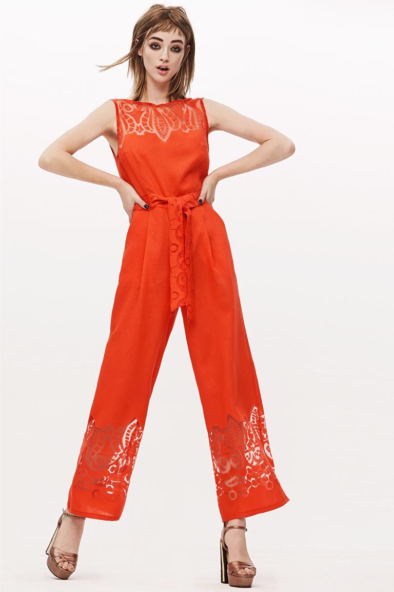 Rückansicht von Ana Alcazar Jumpsuit Red Feyasis  angezogen an Model