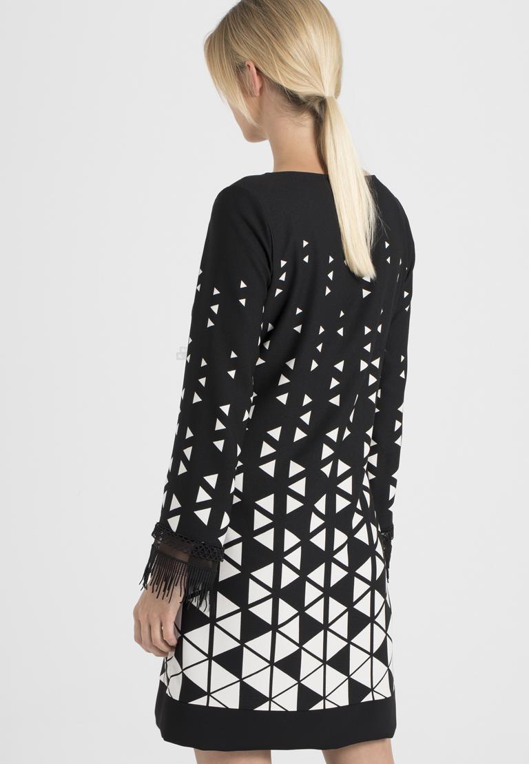 Rückansicht von Ana Alcazar Graphic Kleid Ossanna  angezogen an Model