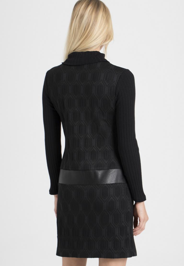 Rückansicht von Ana Alcazar Sixties Kleid Omkaya Schwarz  angezogen an Model