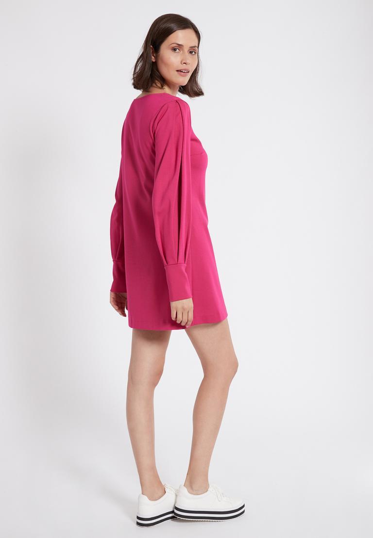 Rückansicht von Ana Alcazar Puffärmel Kleid Olisudy Pink  angezogen an Model